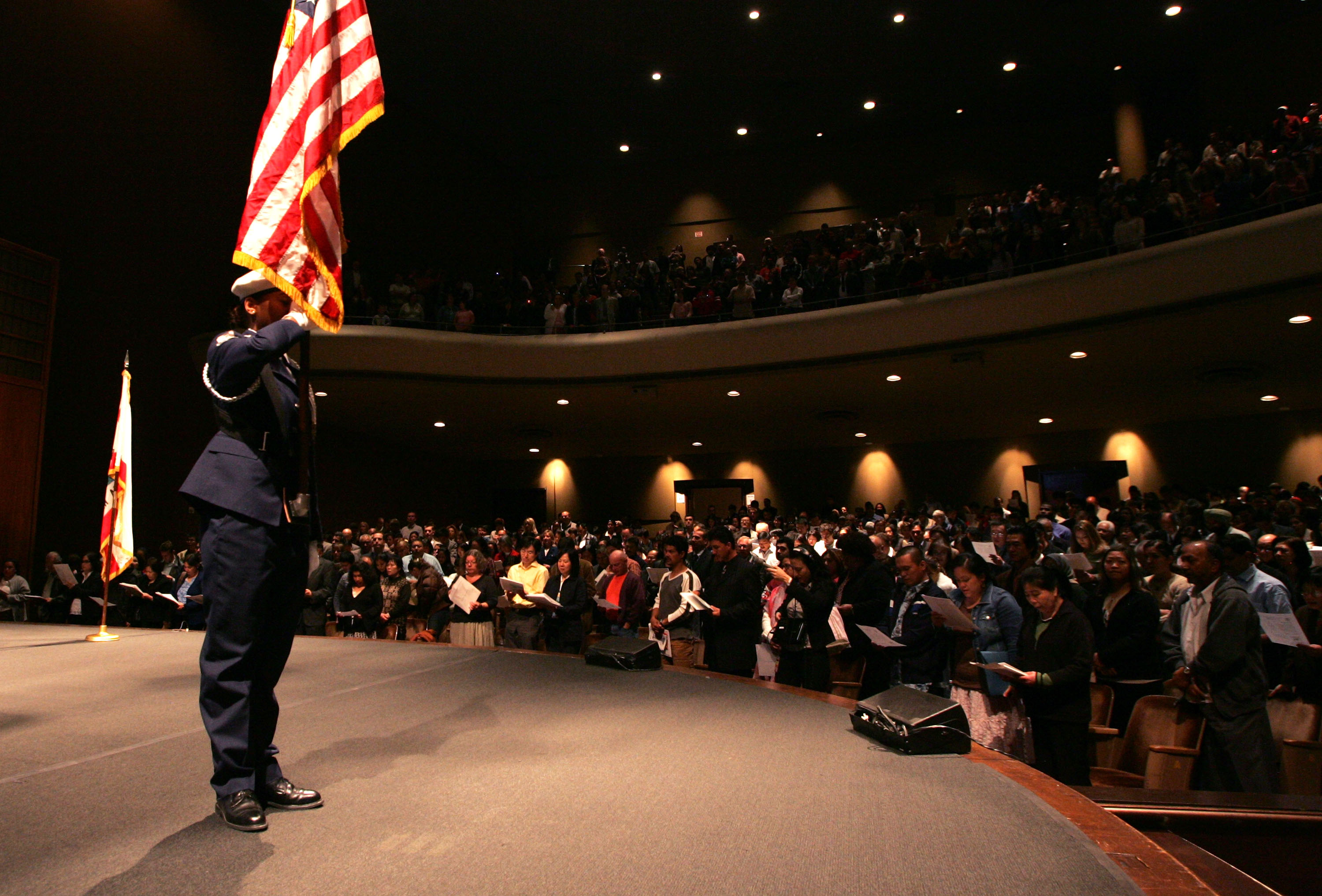 SAN FRANCISCO - MAY 22:  Immigrants are sworn in as U.S. citizens during a naturalization ceremony May 22, 2007 in San Francisco, California. Over 1,400 immigrants from 100 countries became U.S. citizens at the ceremony.  (Photo by Justin Sullivan/Getty Images)