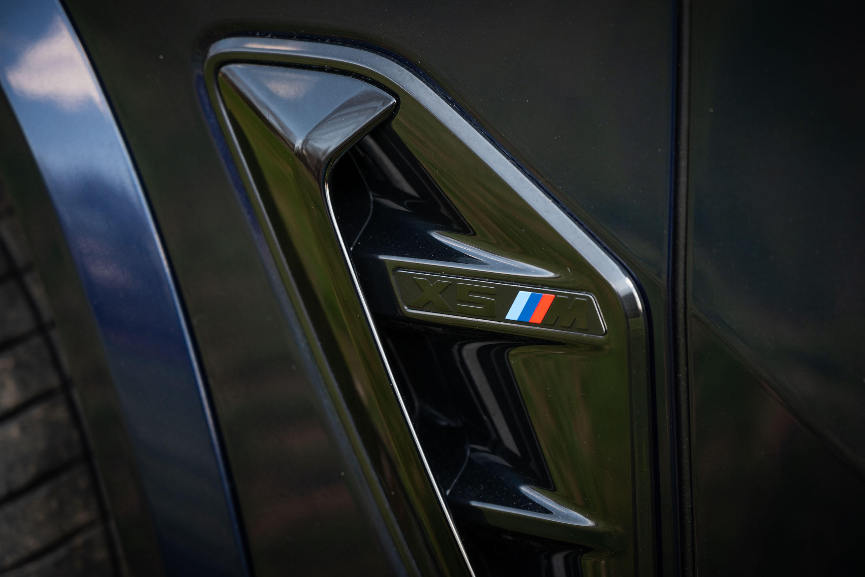 2020-bmw-x5-m-competition-09