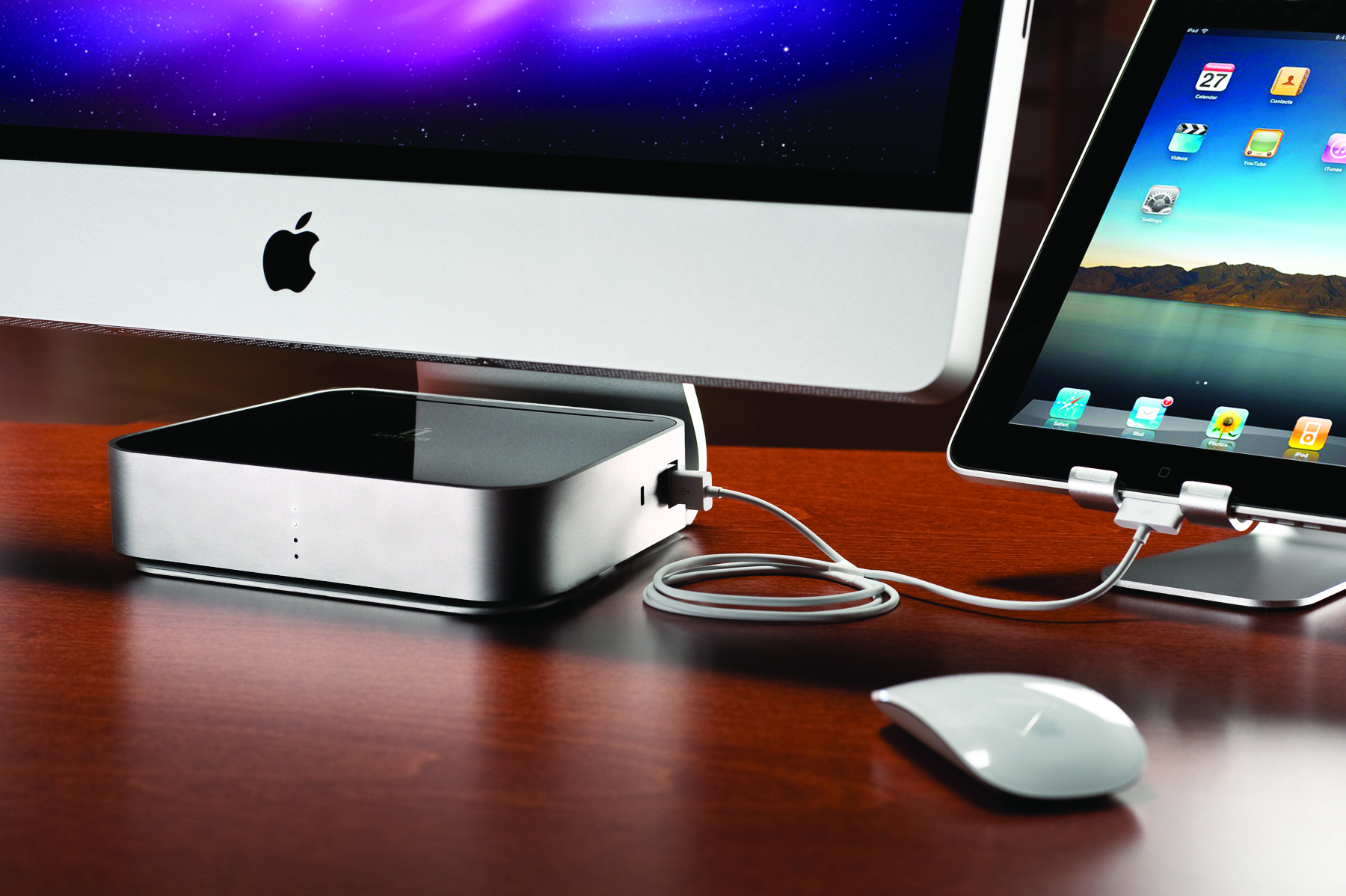 The Iomega Mac Companion Hard Drive is the first external hard drive for Macs that also offers an USB hub to help the computer host and sync with other USB devices.