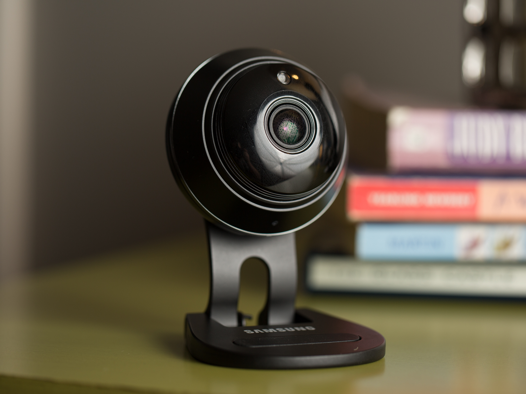 Indoor home security cameras to safeguard your stuff