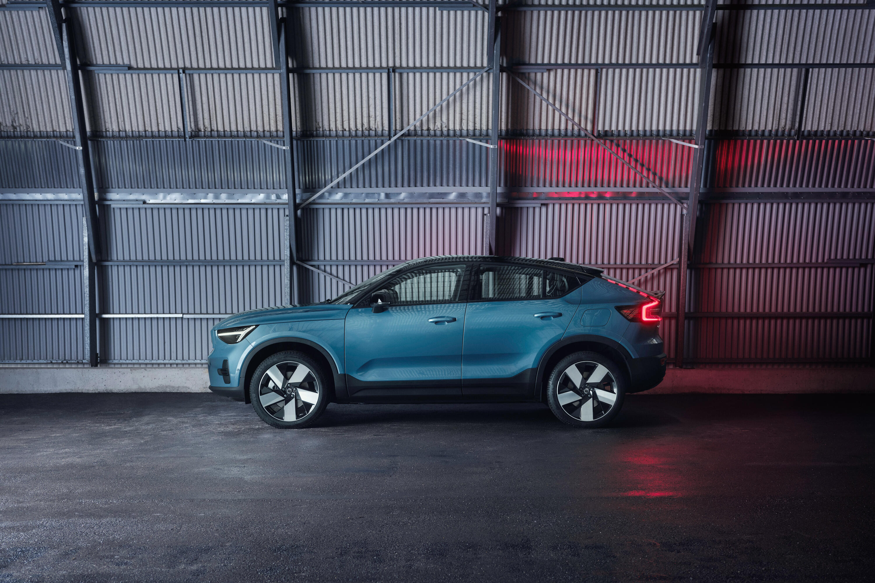 2022-volvo-c40-recharge-ev-crossover-coupe-114