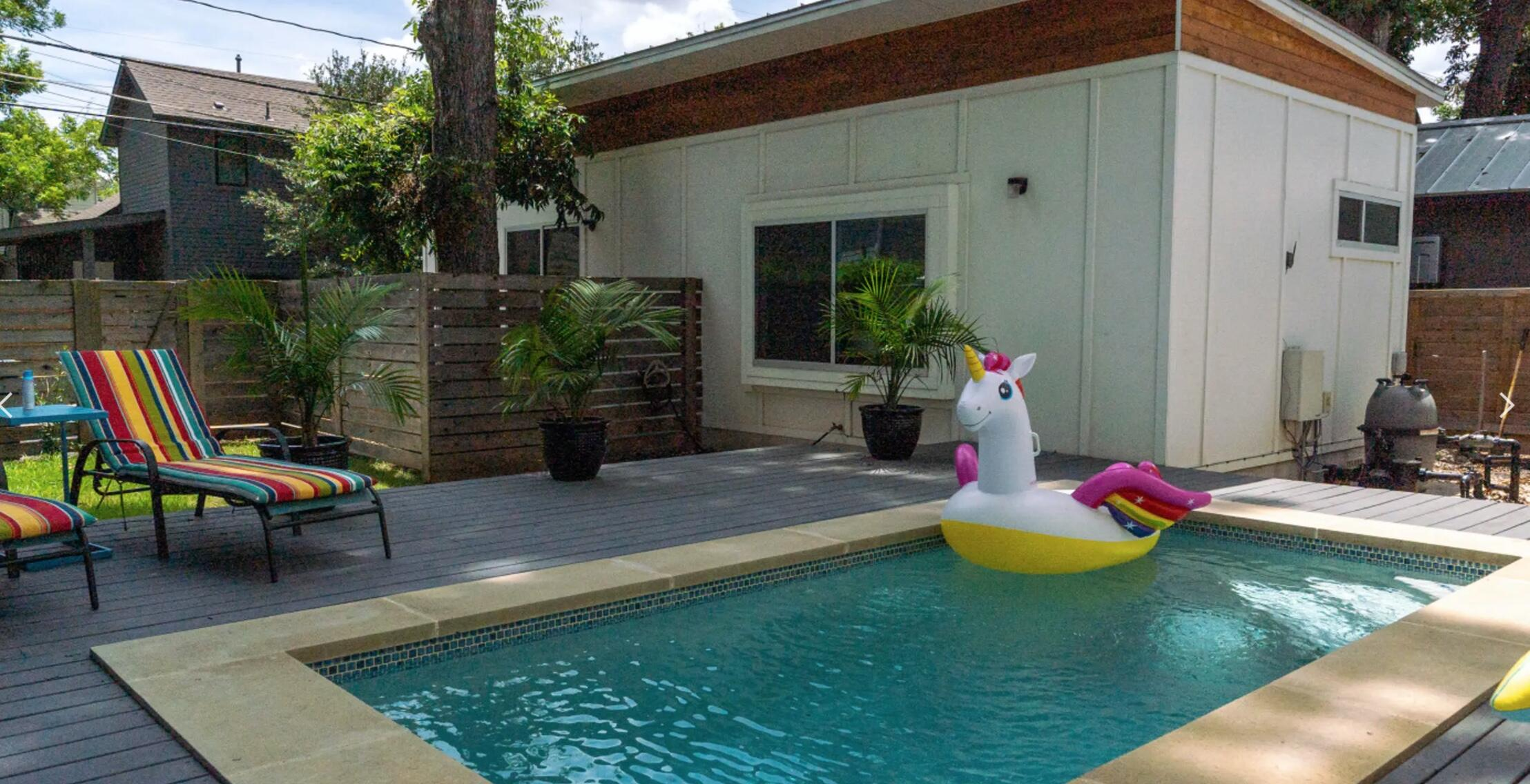 Swimming pool with a unicorn floatie