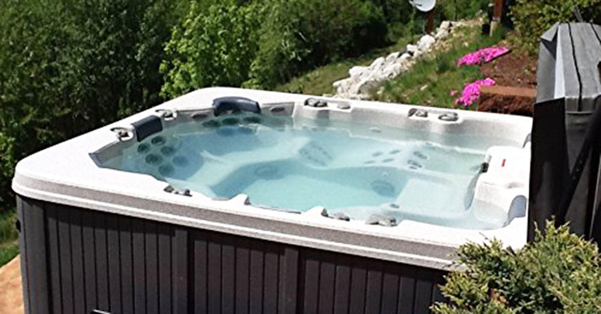 This 6-person hot tub