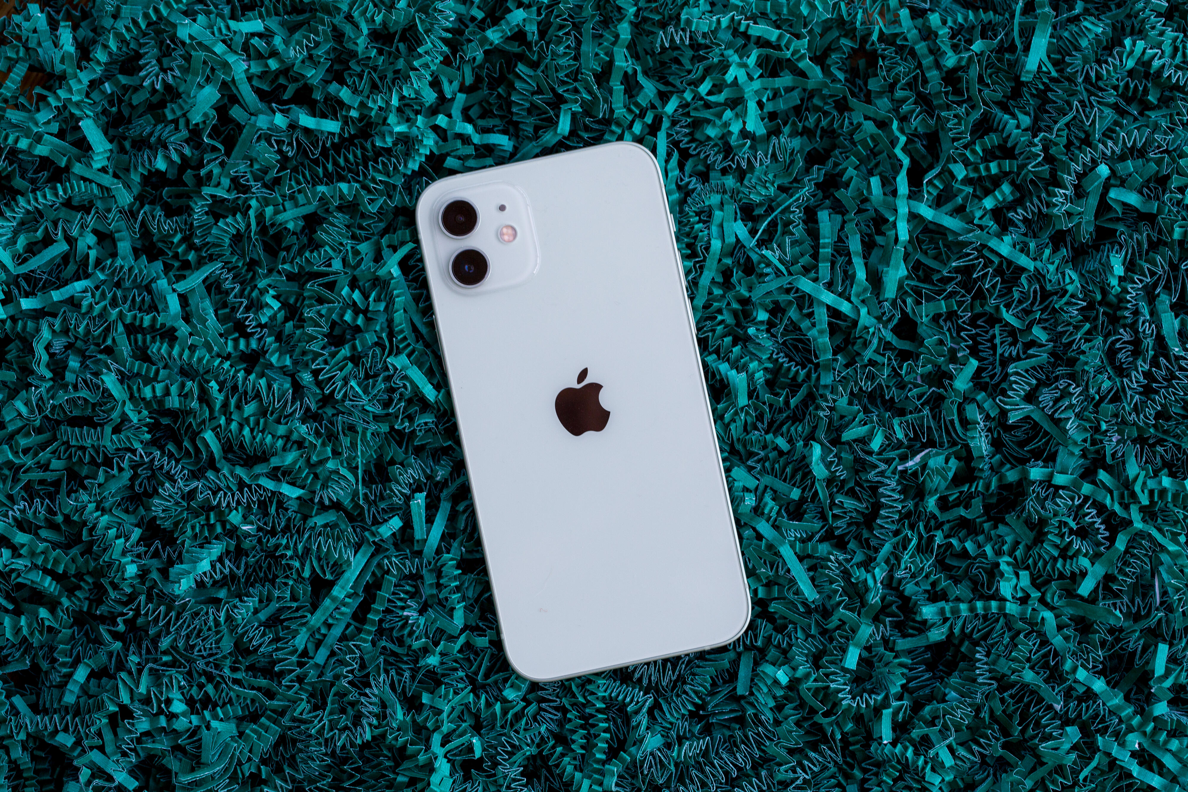 Apple takes back crown as world's No. 1 phone maker, analyst says