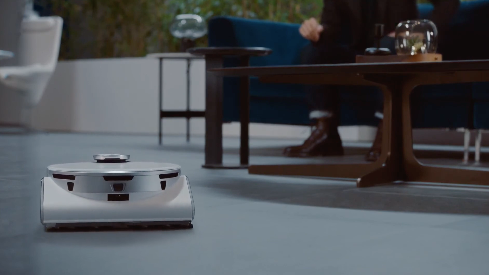 Video: Samsung introduces really, really smart robovac at CES 2021