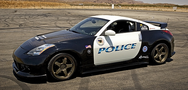 Nissan 350Z police car, yeah it does doughnuts.