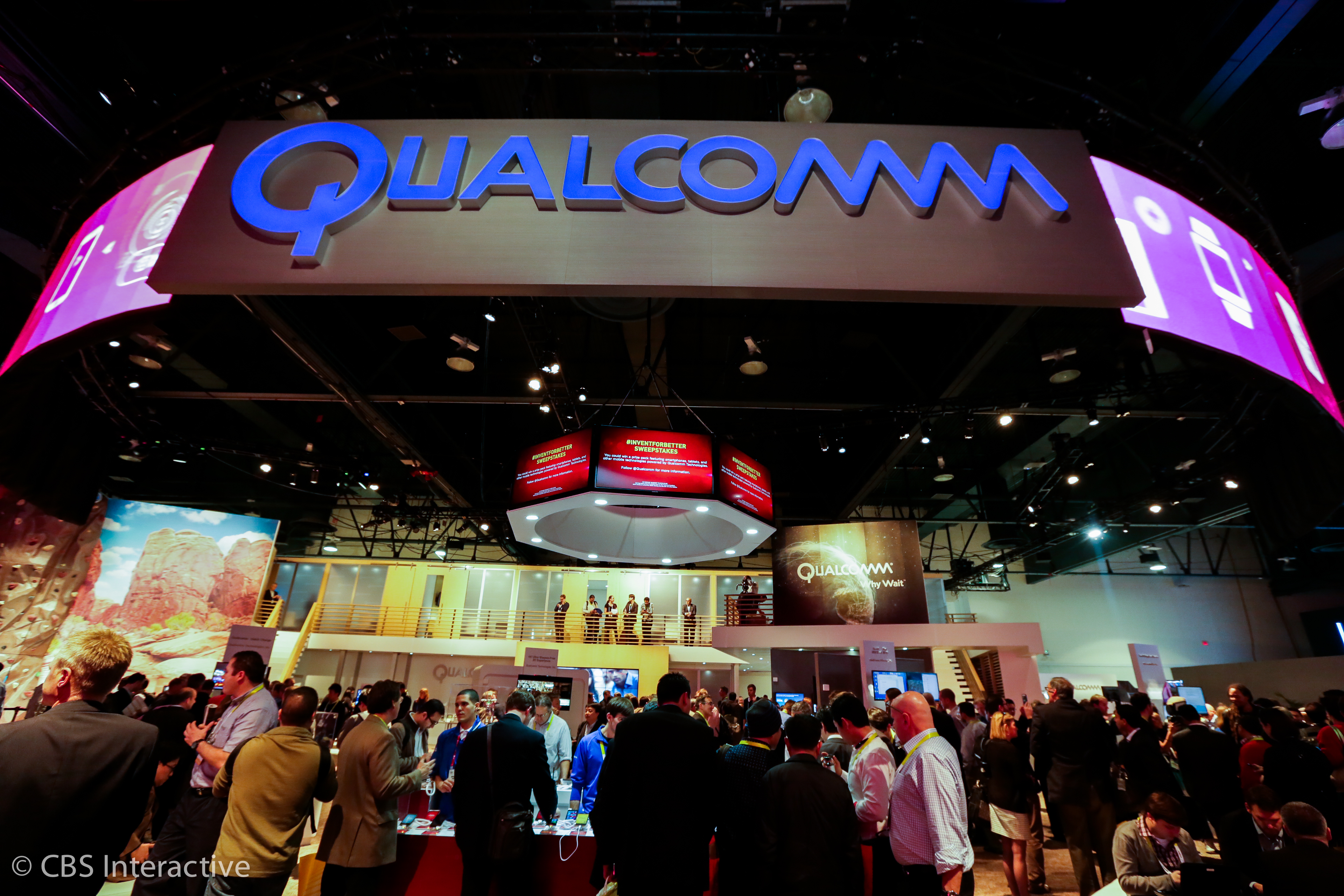 qualcomm-booth-ces-2015-big-booths-001.jpg