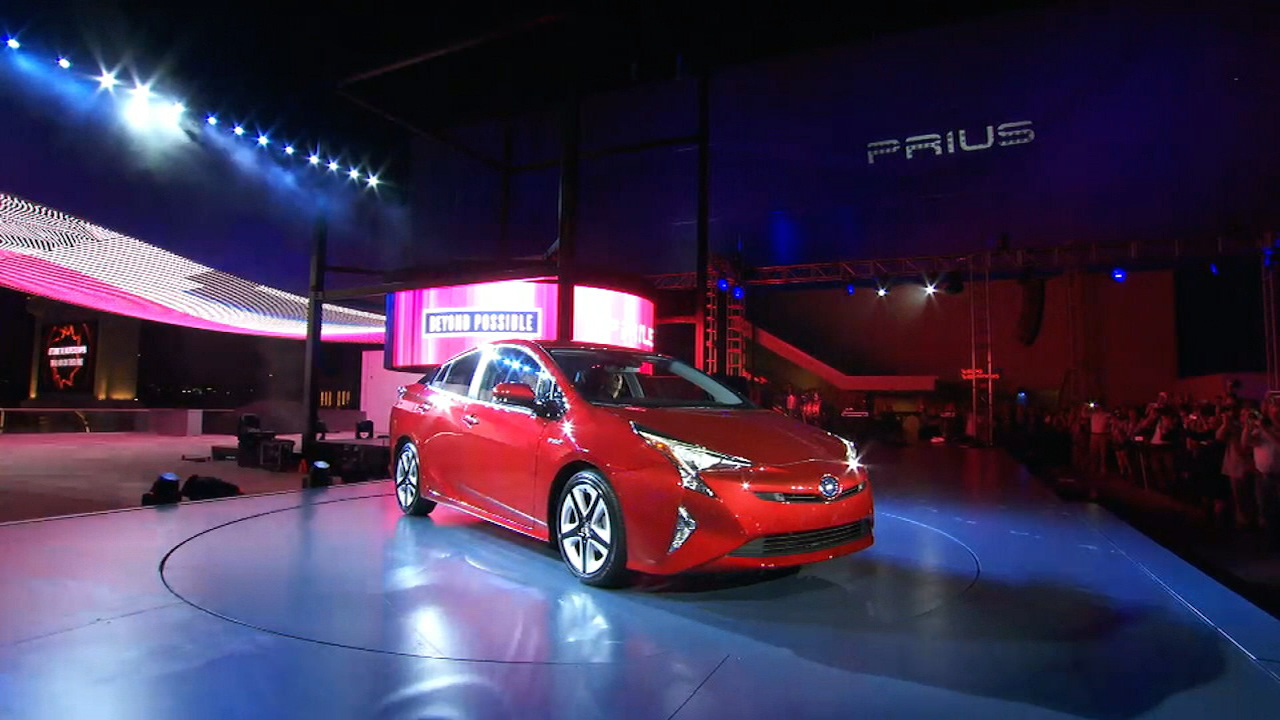 Video: Toyota unveils all-new 2016 Prius