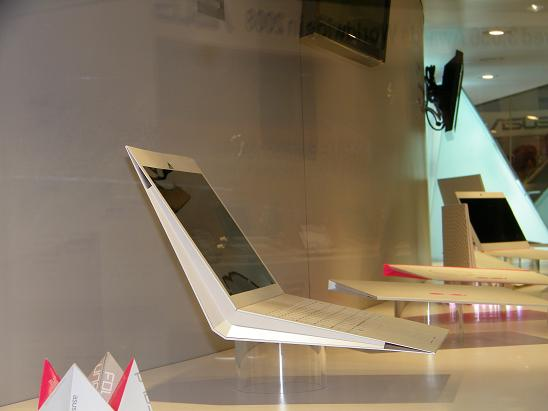 Asus fold-unfold mobile device concept: a compelling name-brand hardware-software package can change minds