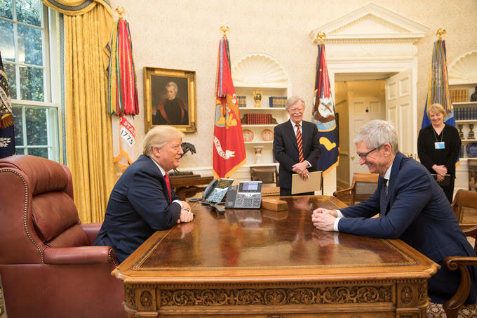 whitehouse-apple-trump-tim-cook