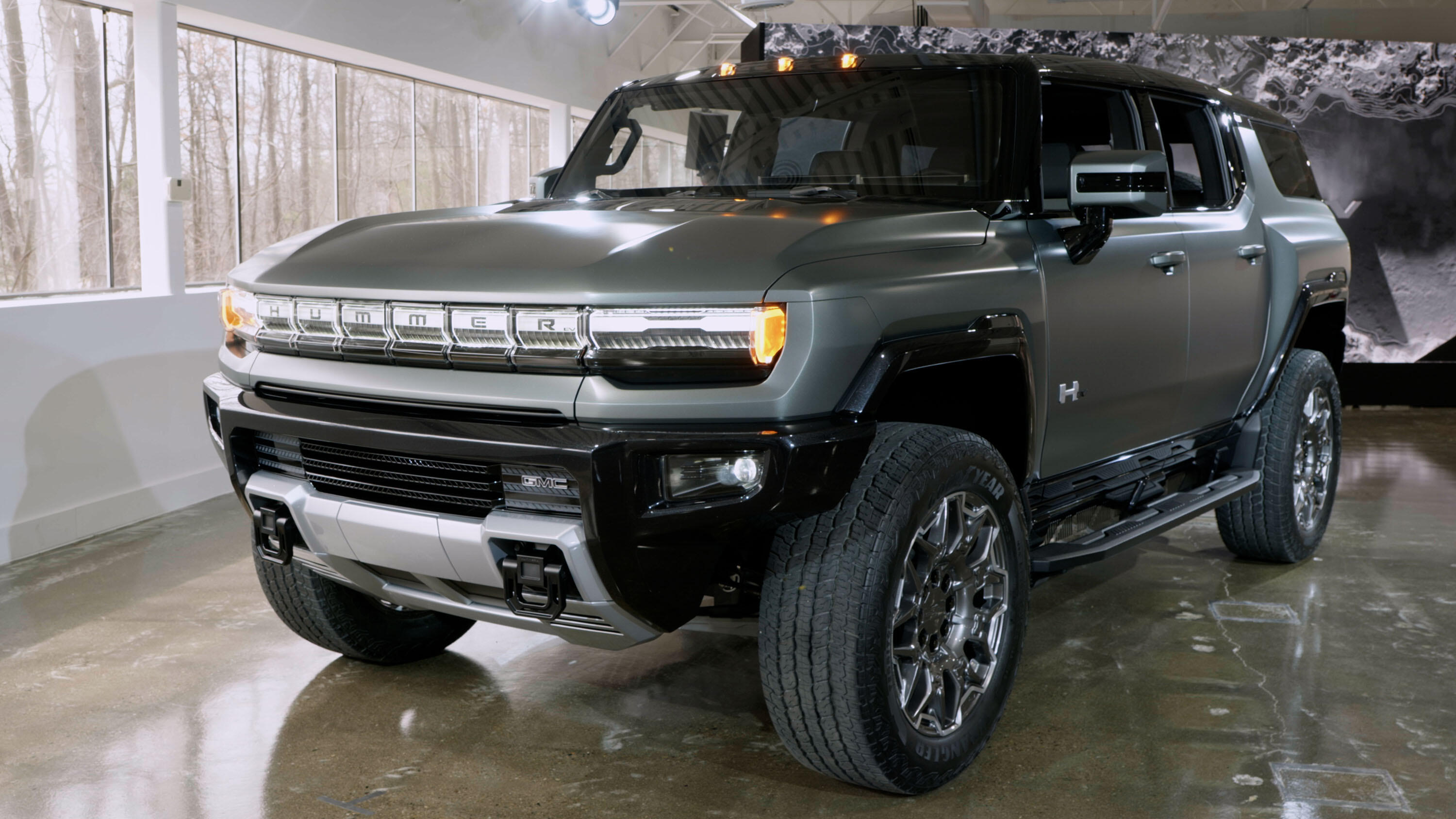 Video: 2024 GMC Hummer SUV: An all-electric rock crawler