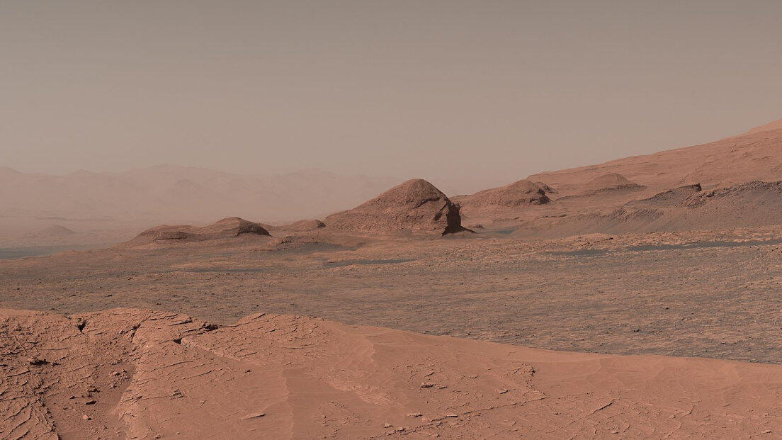 Epic NASA rover panorama puts Mars all up in your face - CNET