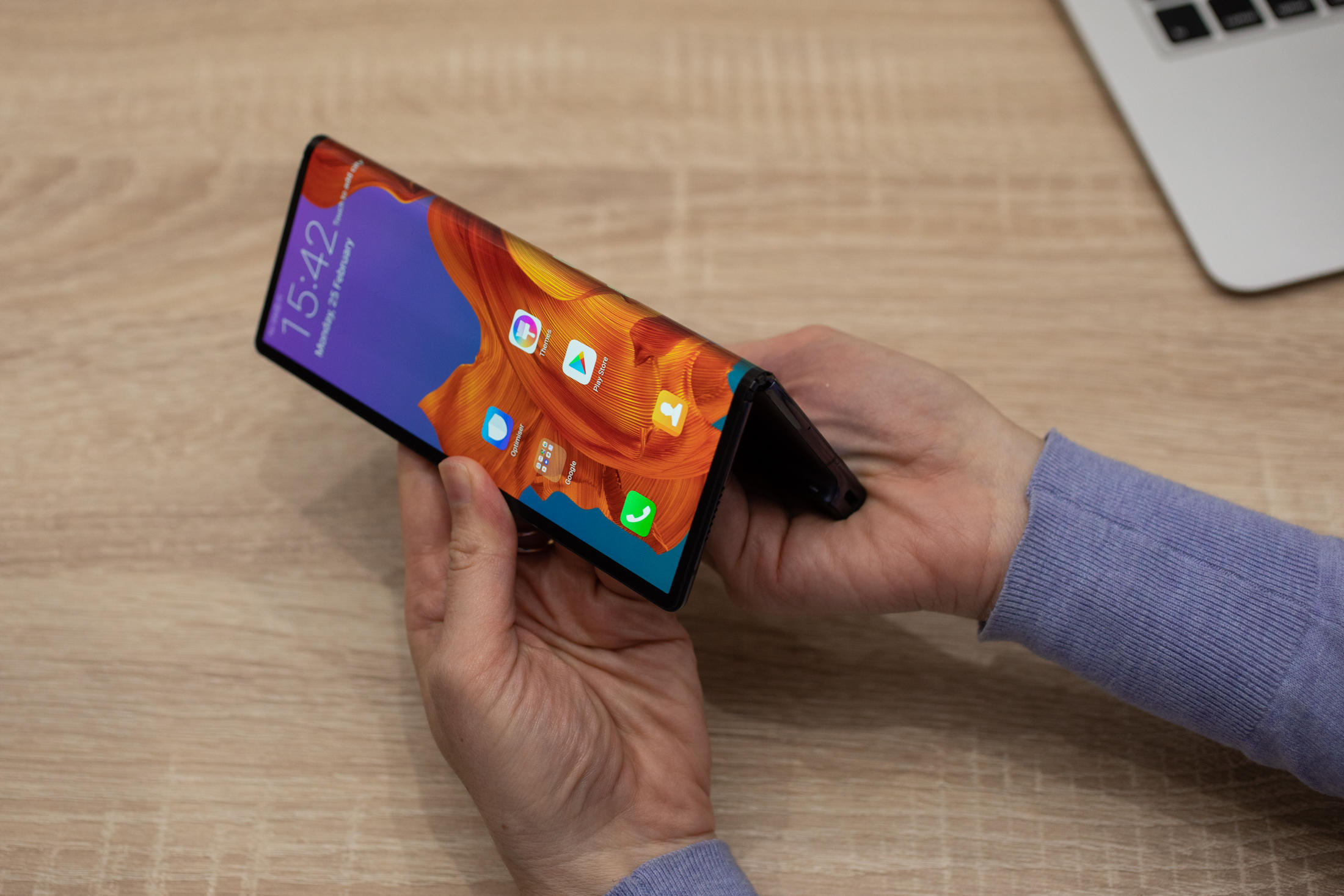 huawei-mate-x-hands-on-mwc-2019-19