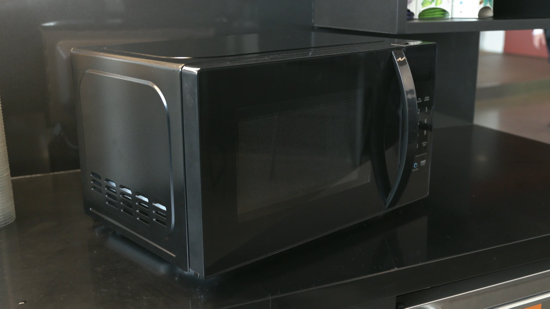 Video: Amazon's new Microwave responds to voice commands