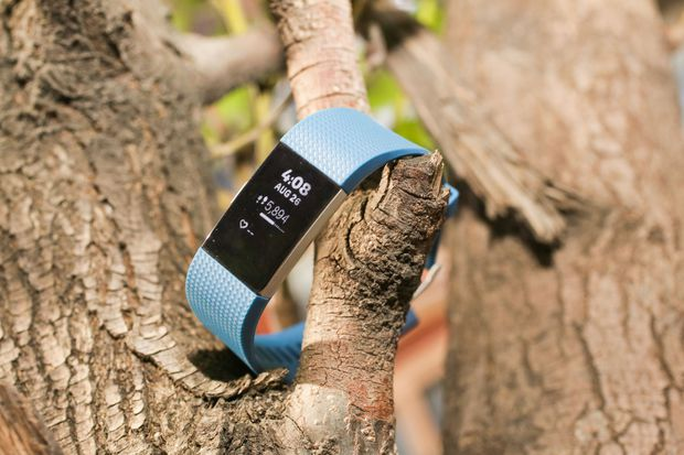 fitbit-charge-2-outside04.jpg