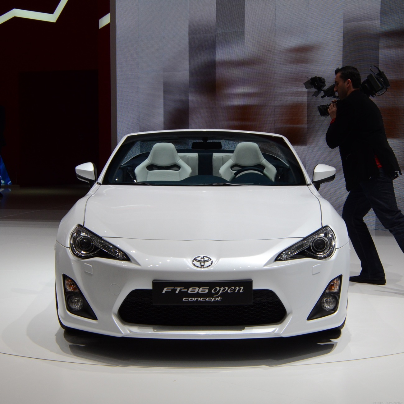 Toyota FT-86 Open pulls up to Geneva with its ceiling missing