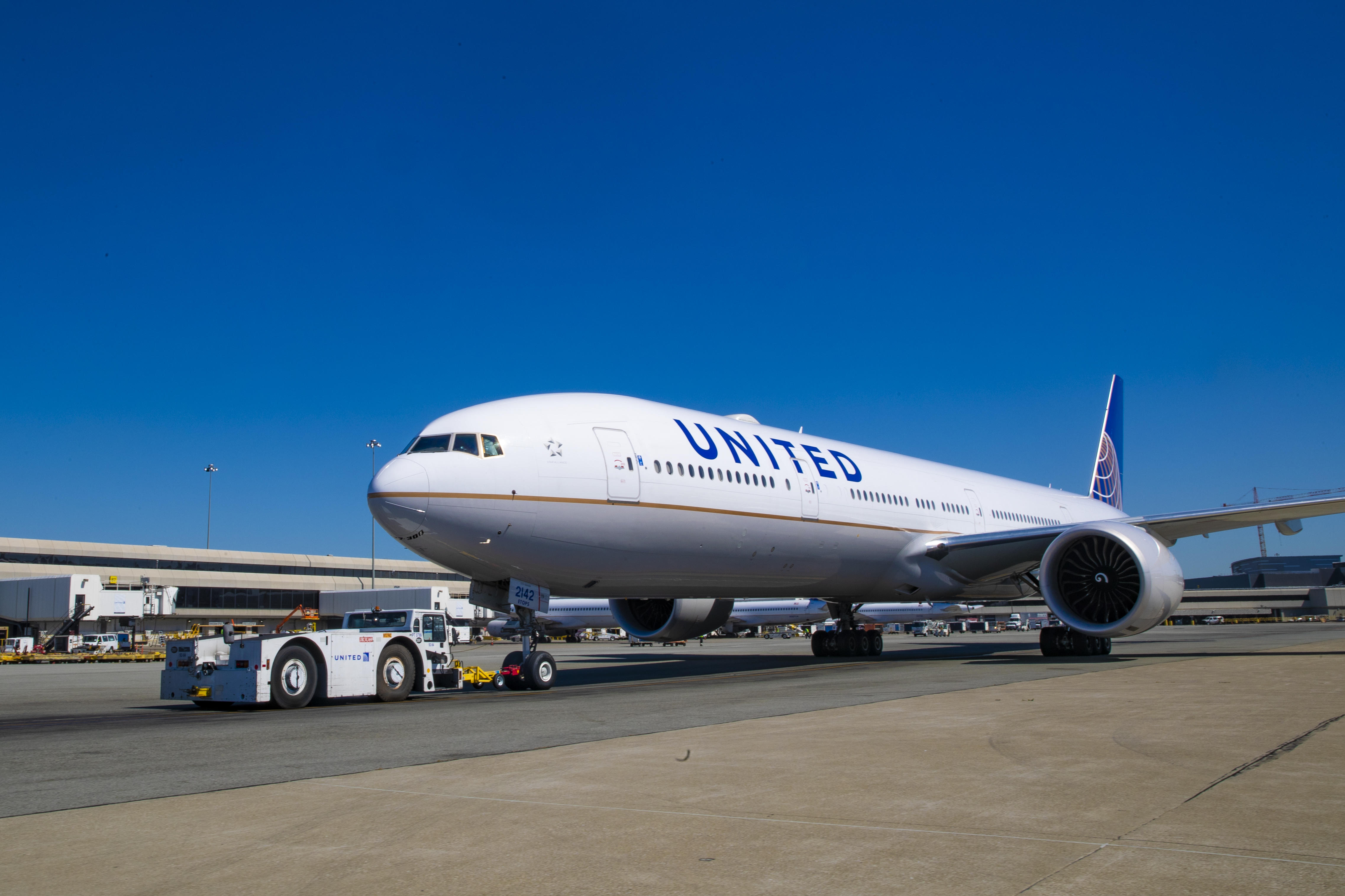 A tractor pushes United Airlines Flight 1615 back from the gate.