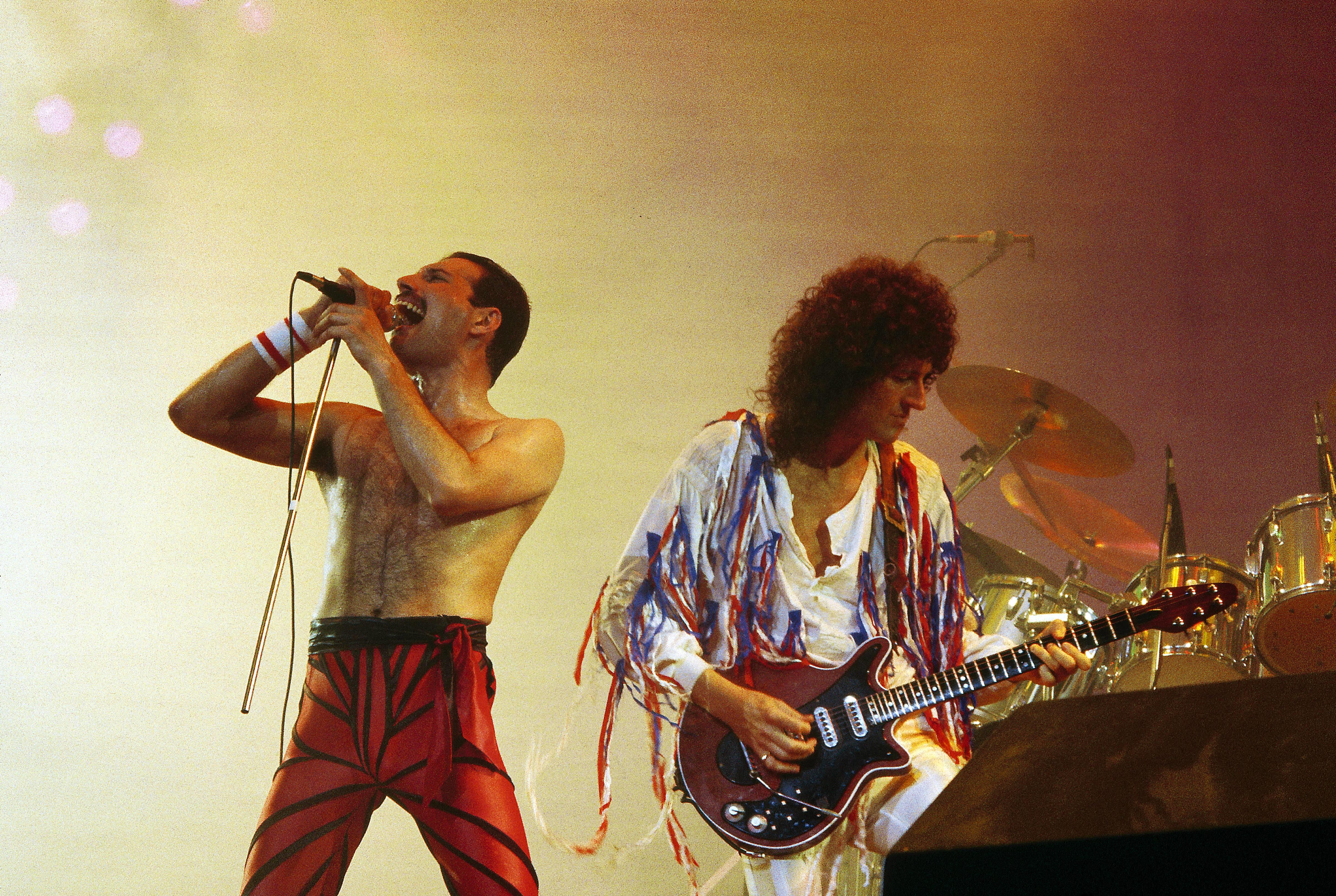 Photo of Brian MAY and Freddie MERCURY and QUEEN