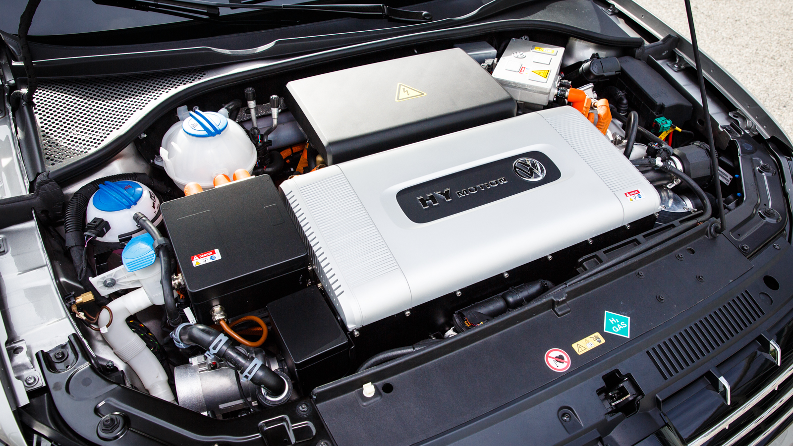 volkswagen-hymotion-fuel-cell-6055-001.jpg