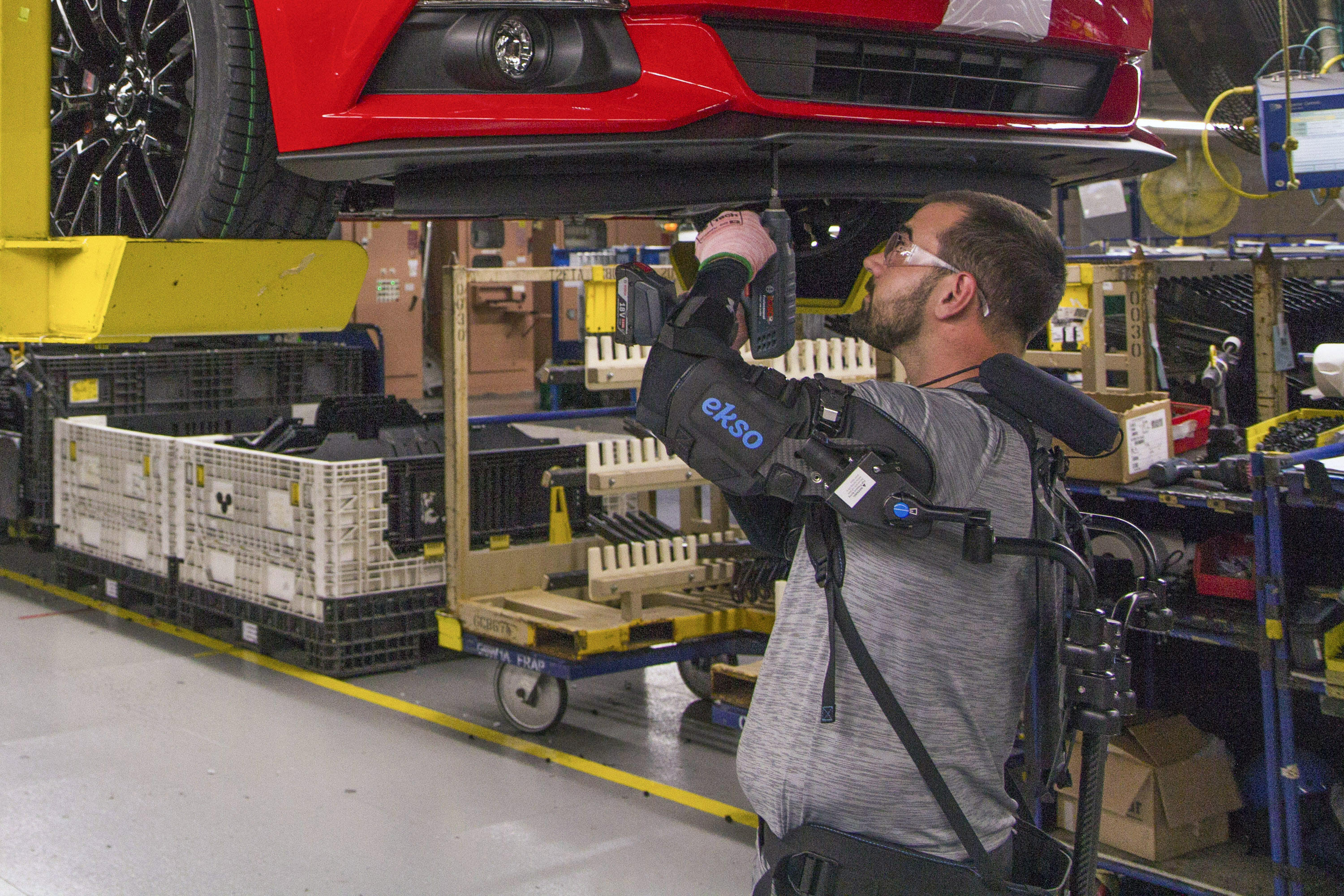 ford-worker-tech-promo