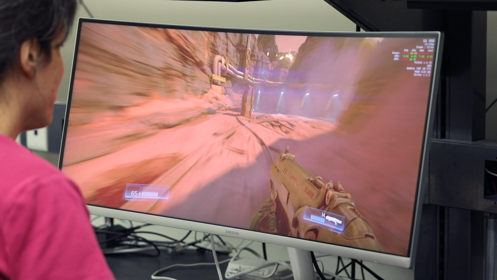 Video: Samsung CF791 games big