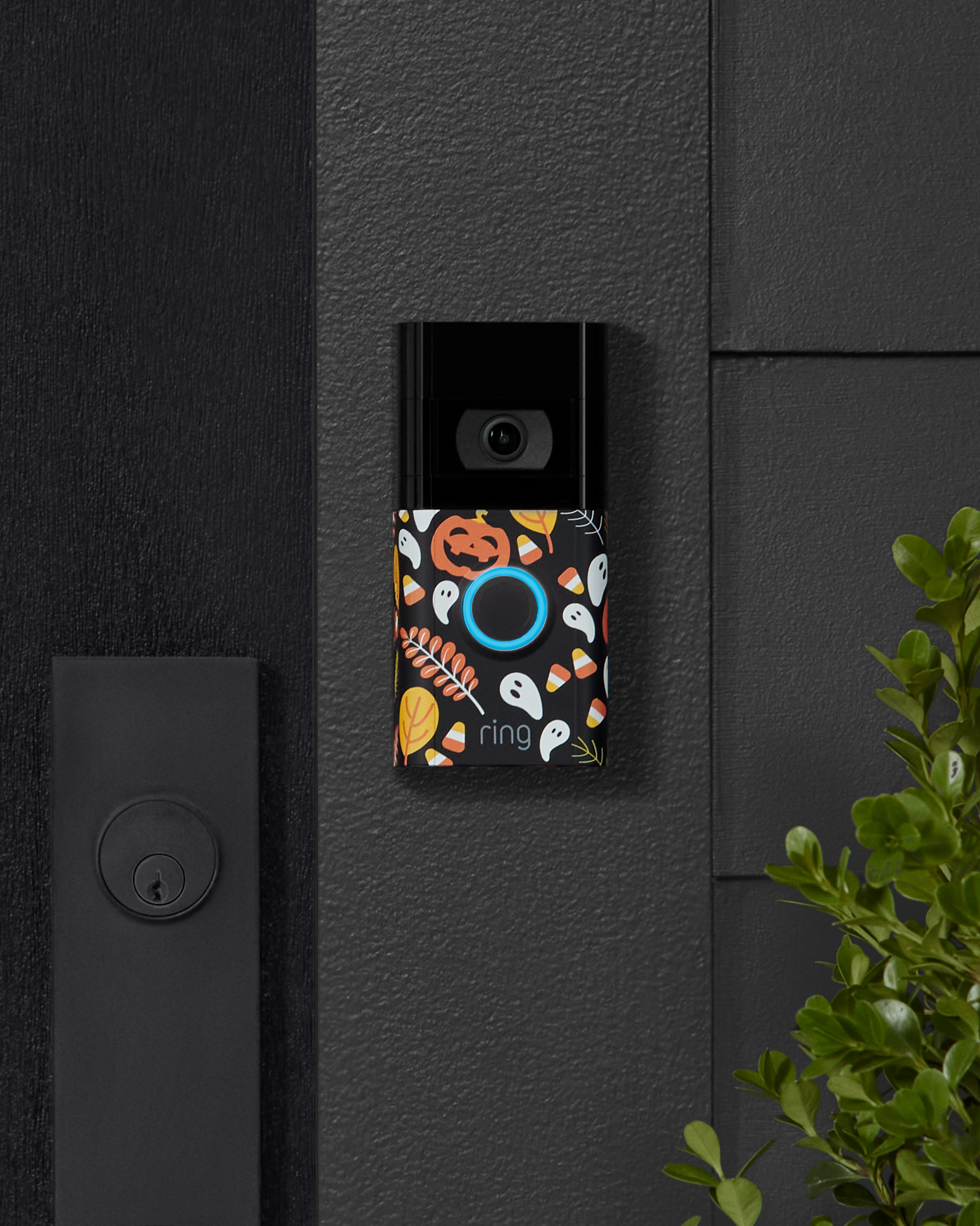 ring-video-doorbell-4-with-halloween-faceplate-lifestyle