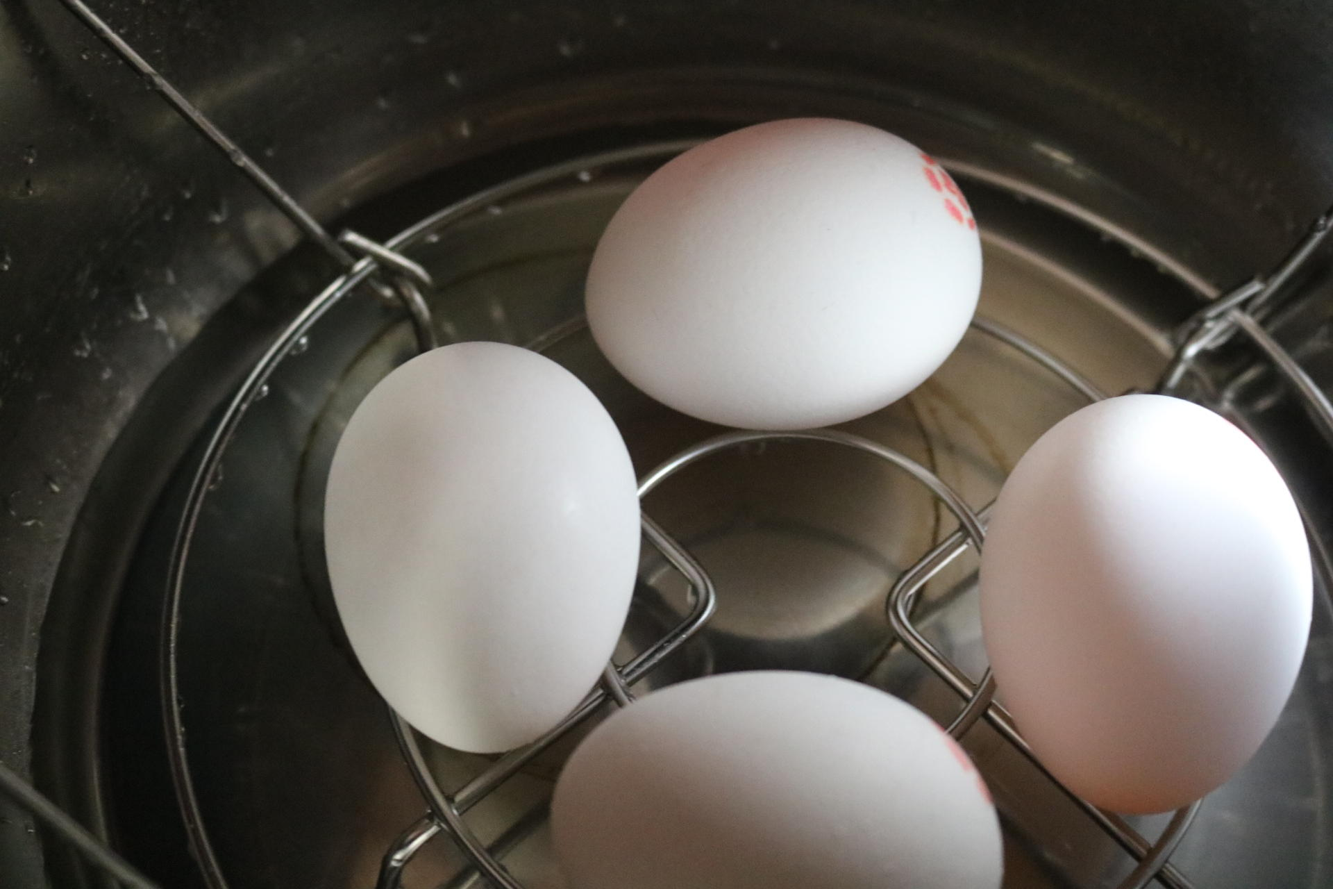 boiling-eggs-in-an-instant-pot