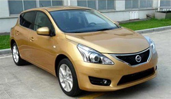 The recently leaked Nissan Tiida design is similar to the sketch of the next Versa.