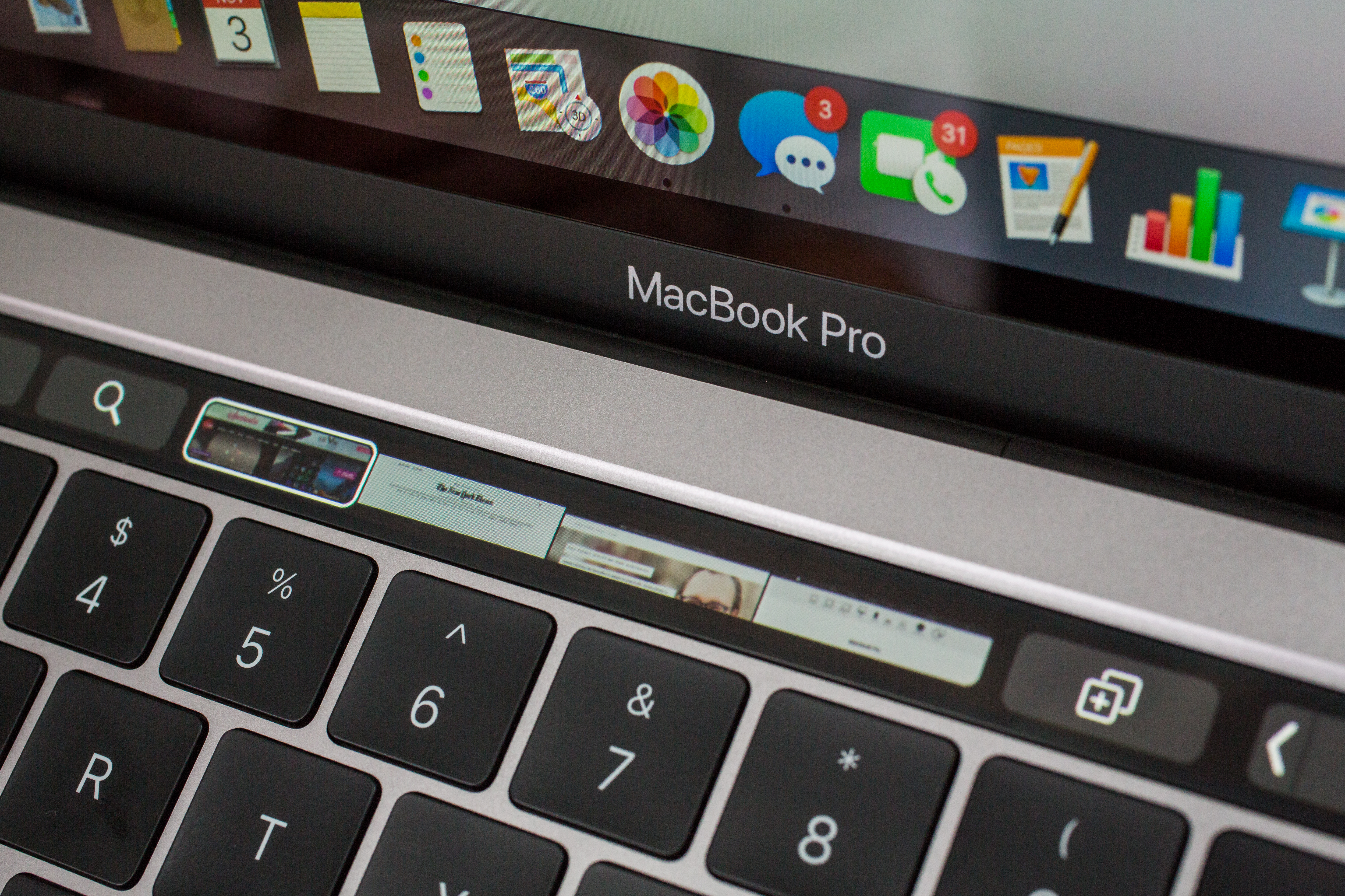 apple-macbook-pro-with-touch-bar-13-inch-2016-10.jpg