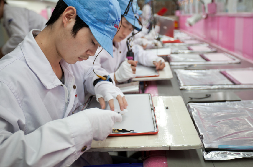 A shot of a worker from Apple's annual report.