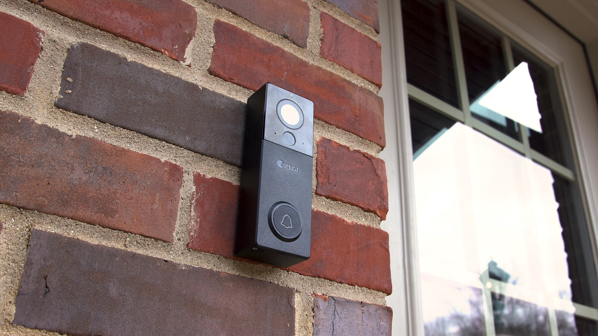 Video: View your visitors with August's redesigned buzzer