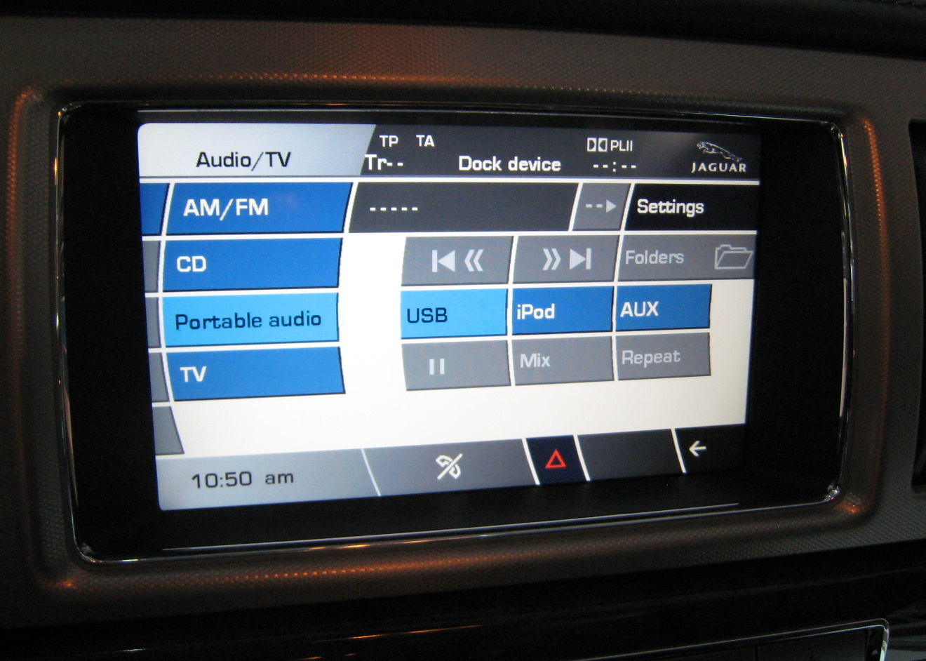 Jaguar's graphic interface in the XF