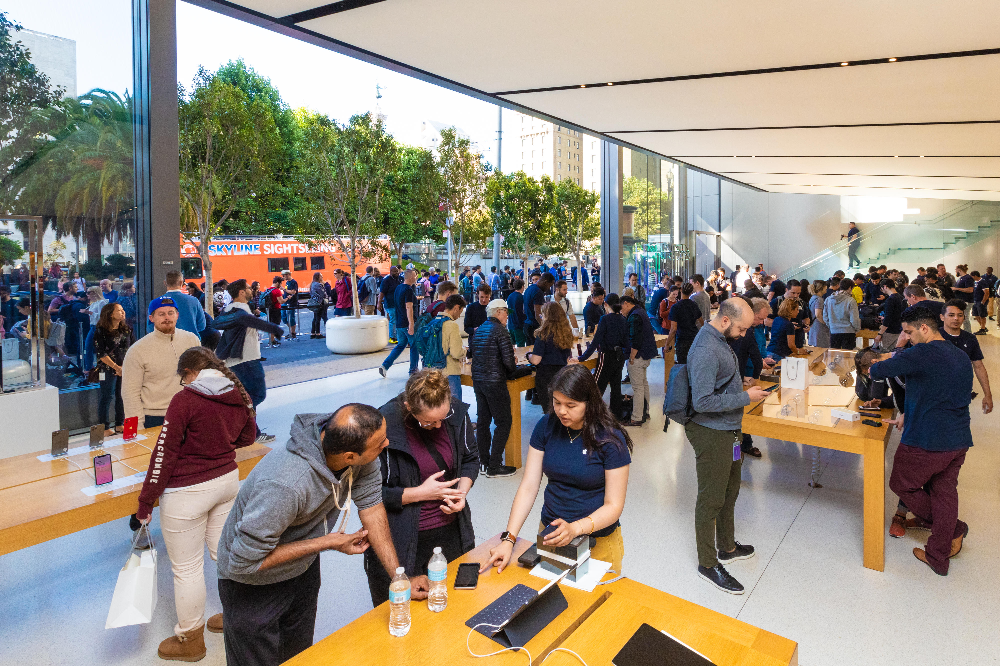 apple-store-iphone-11-on-sale-union-square-sf-0323