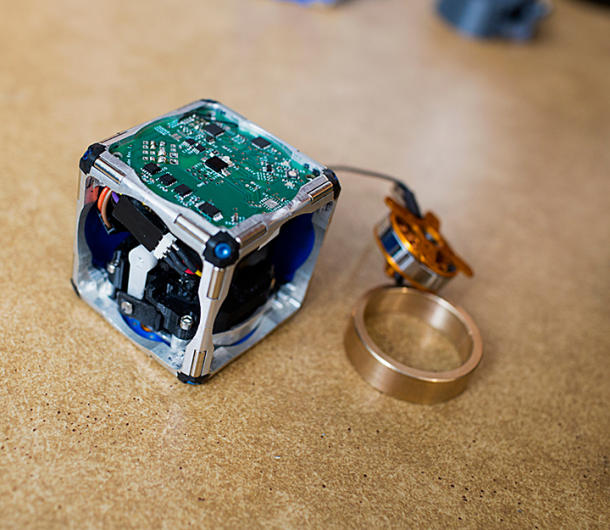 Cube robots swarm and self-assemble