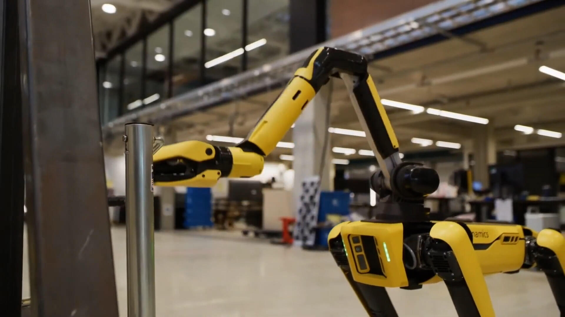 Video: Boston Dynamics gives Spot a robotic arm