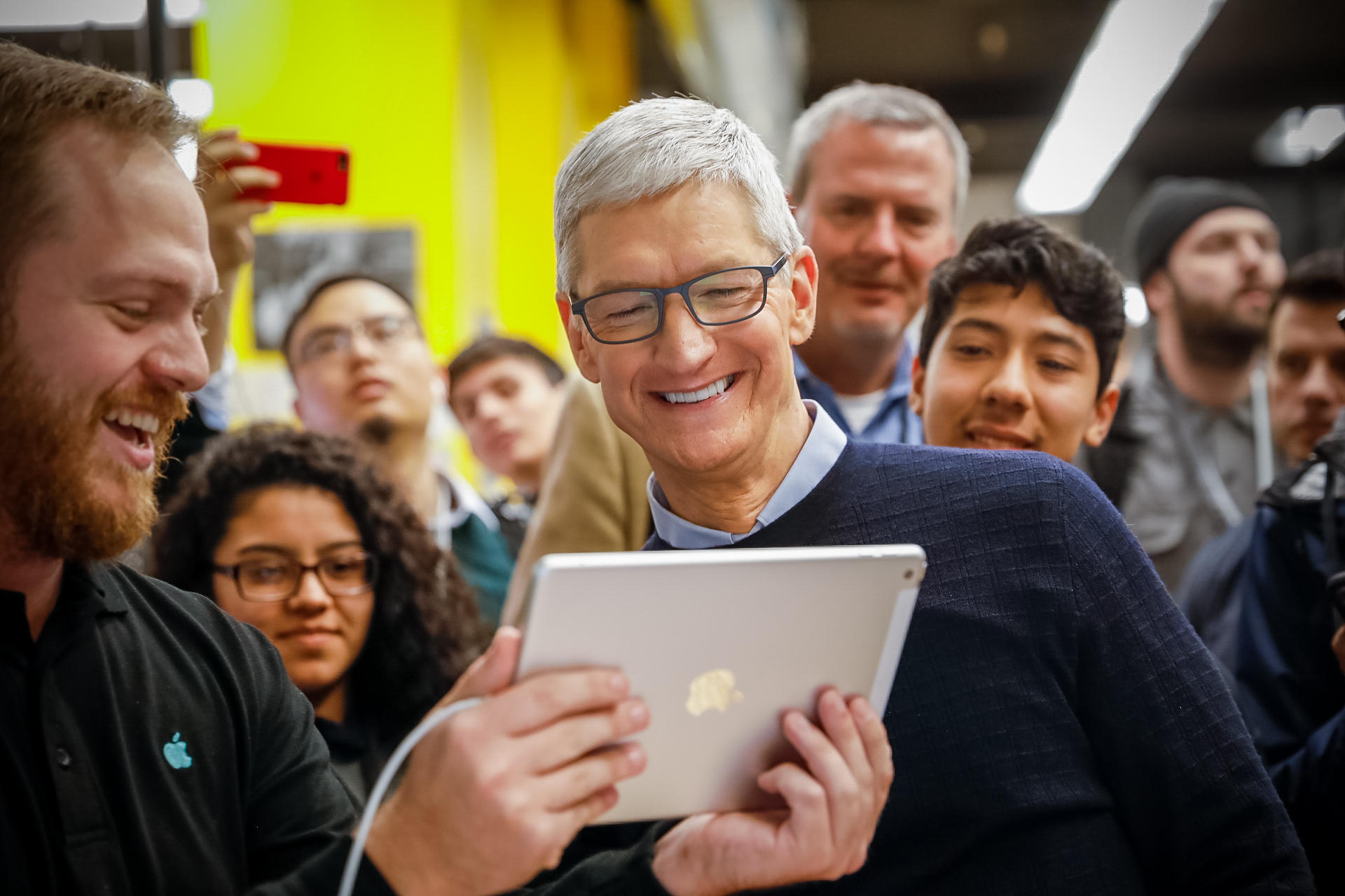apple-ipad-chicago-tim-cook-9449