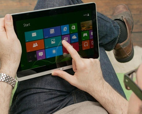 With the recent release of the Iconia W700 tablet, Acer may giving us a taste of the Surface Pro.