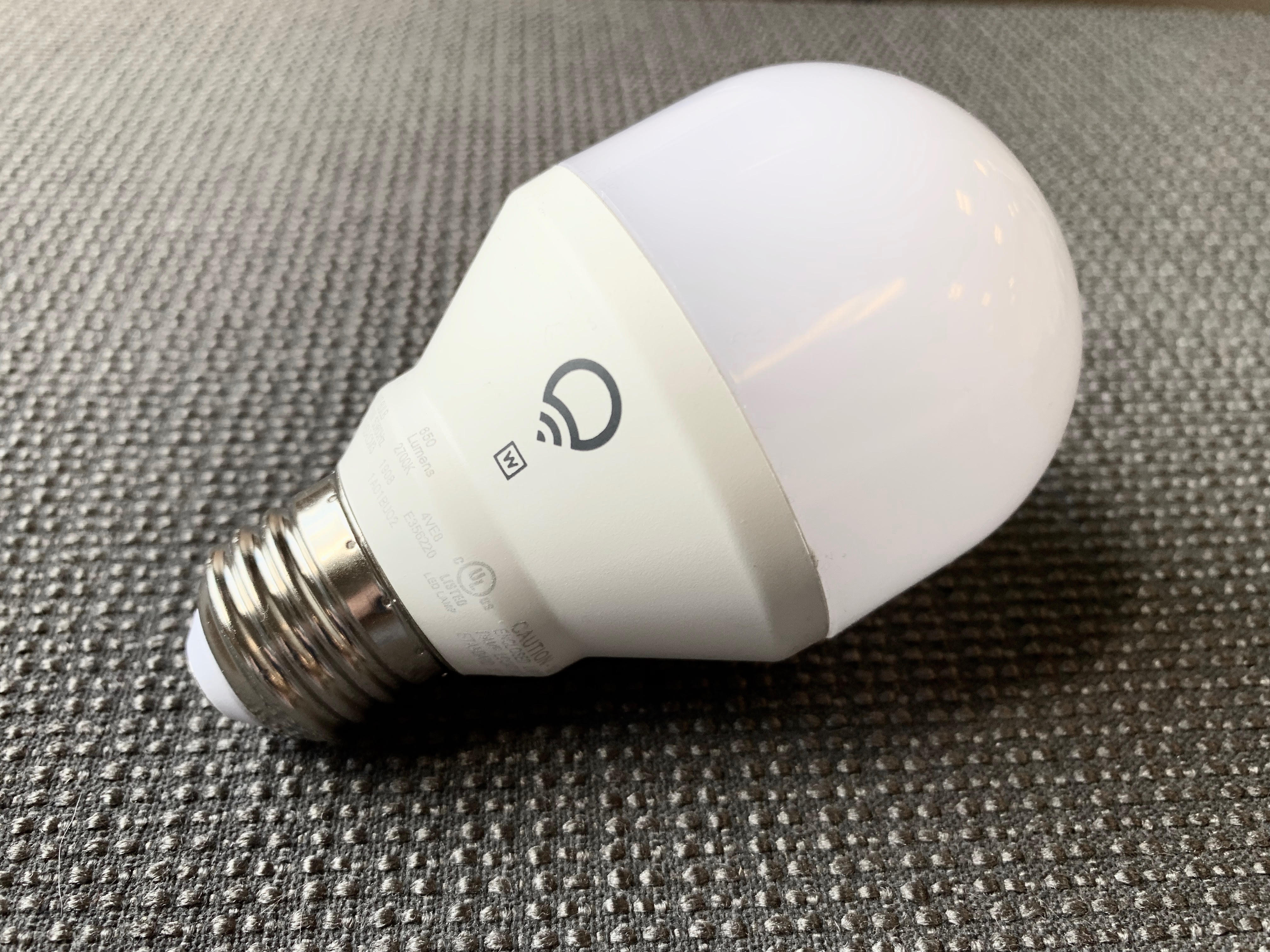 <p>This TP-Link Kasa LED dials the brightness down in linear fashion -- meanwhile, the Philips Hue White LED uses a logarithmic dimming curve.</p>