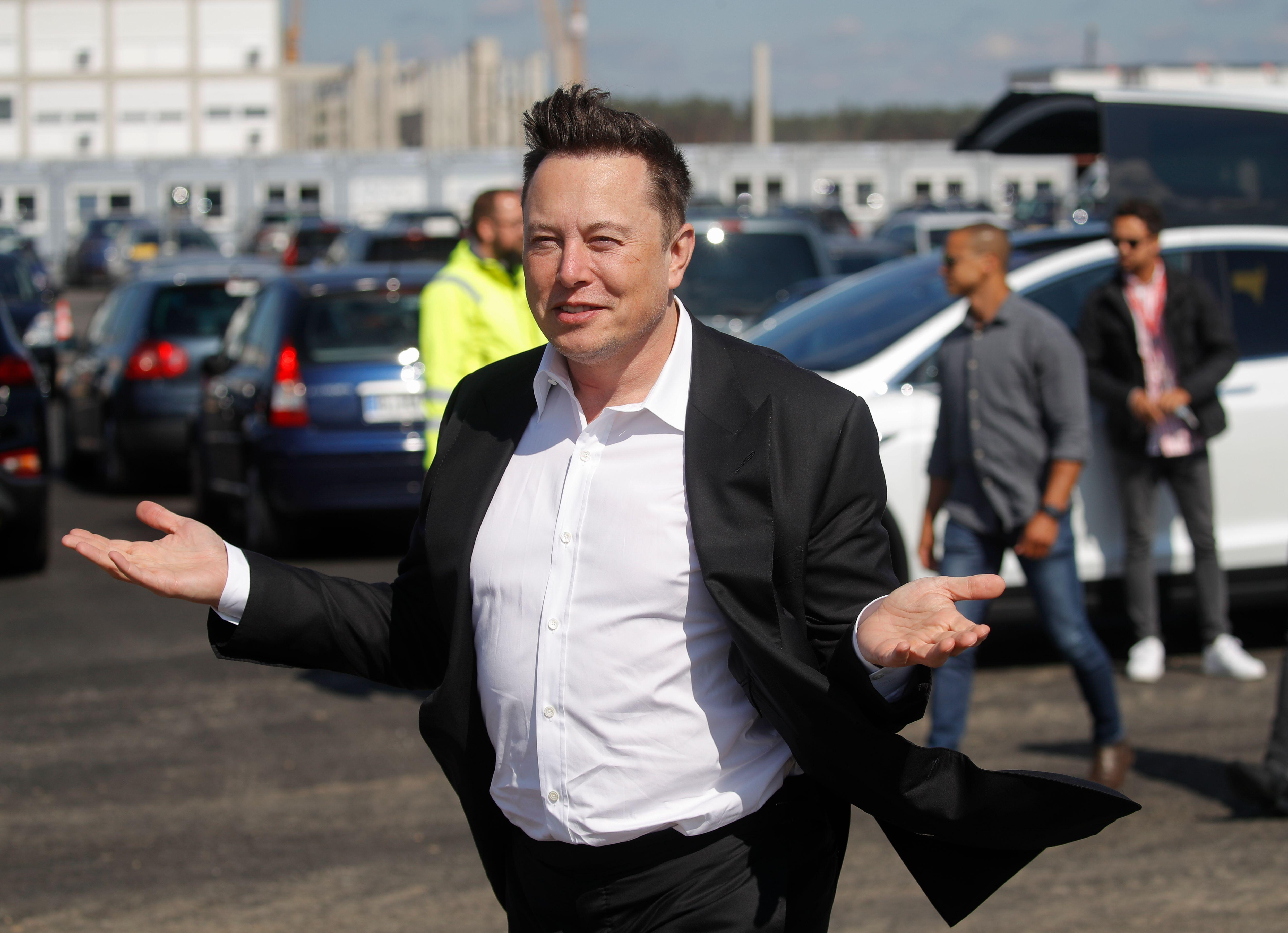 <p>Elon Musk mugs after clapping back at NASA's Jim Bridenstine on CNN.</p>