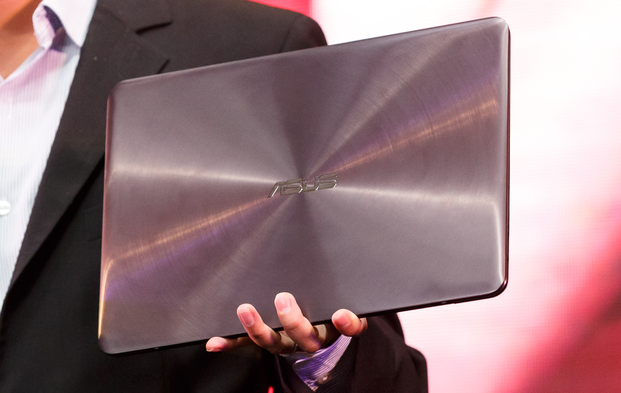 The Asus ZenBook UX305 is a slim but relatively high-powered laptop that emerged at IFA in Berlin.