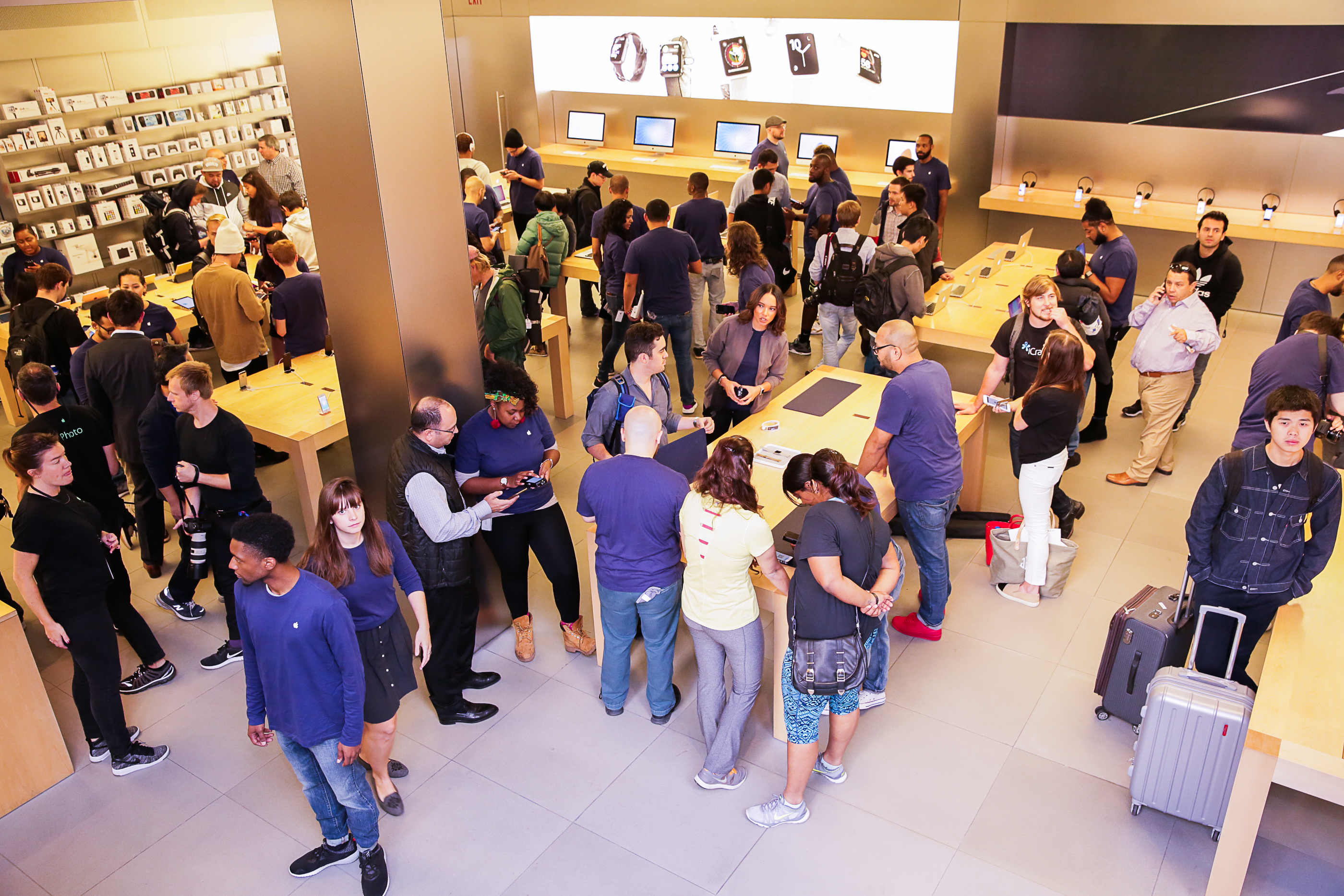 iphone-7-nyc-launch-day-cube-09.jpg