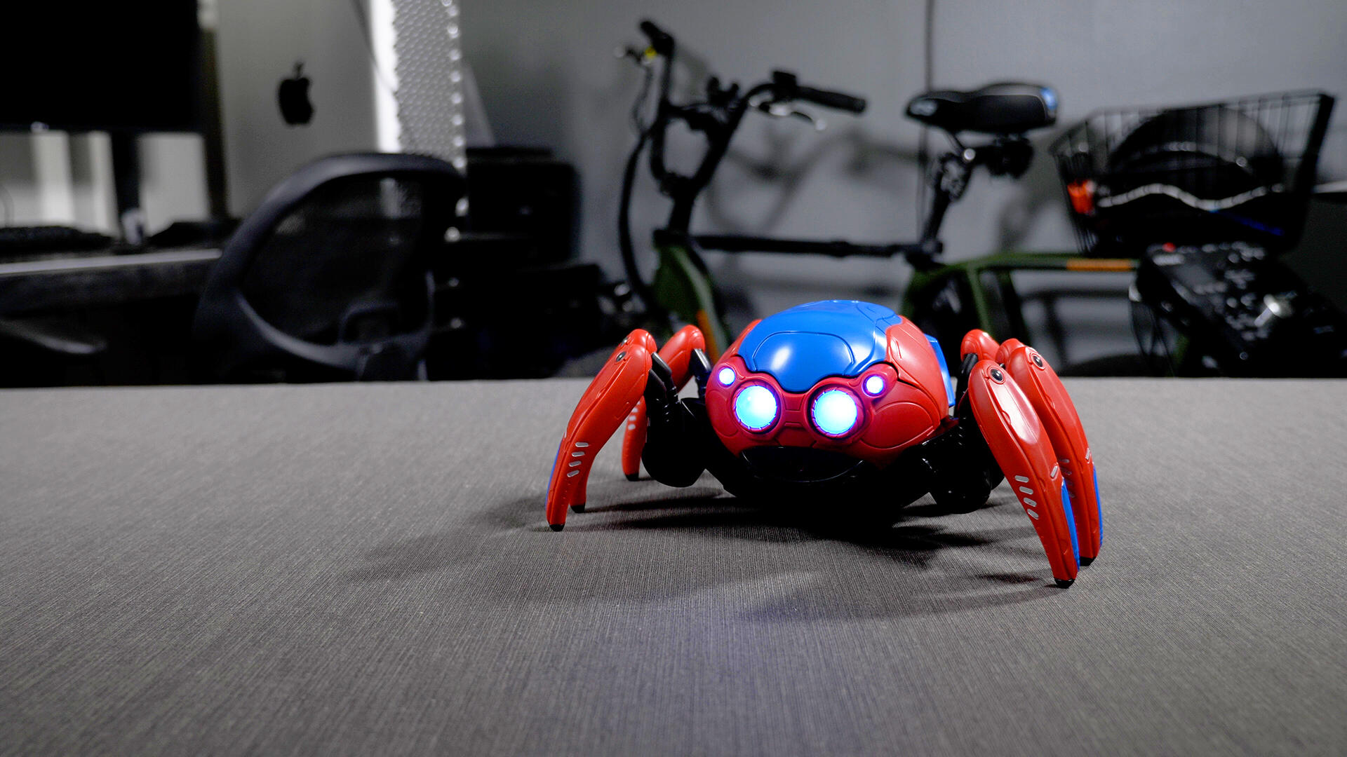 Video: Interactive Spider-Bot unboxing
