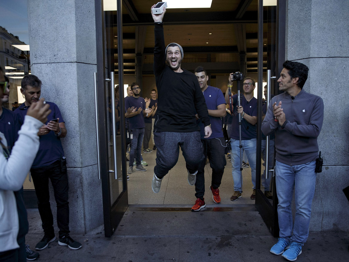Scoring an iPhone in Madrid. Spaniards like their internet mobile, says a report.