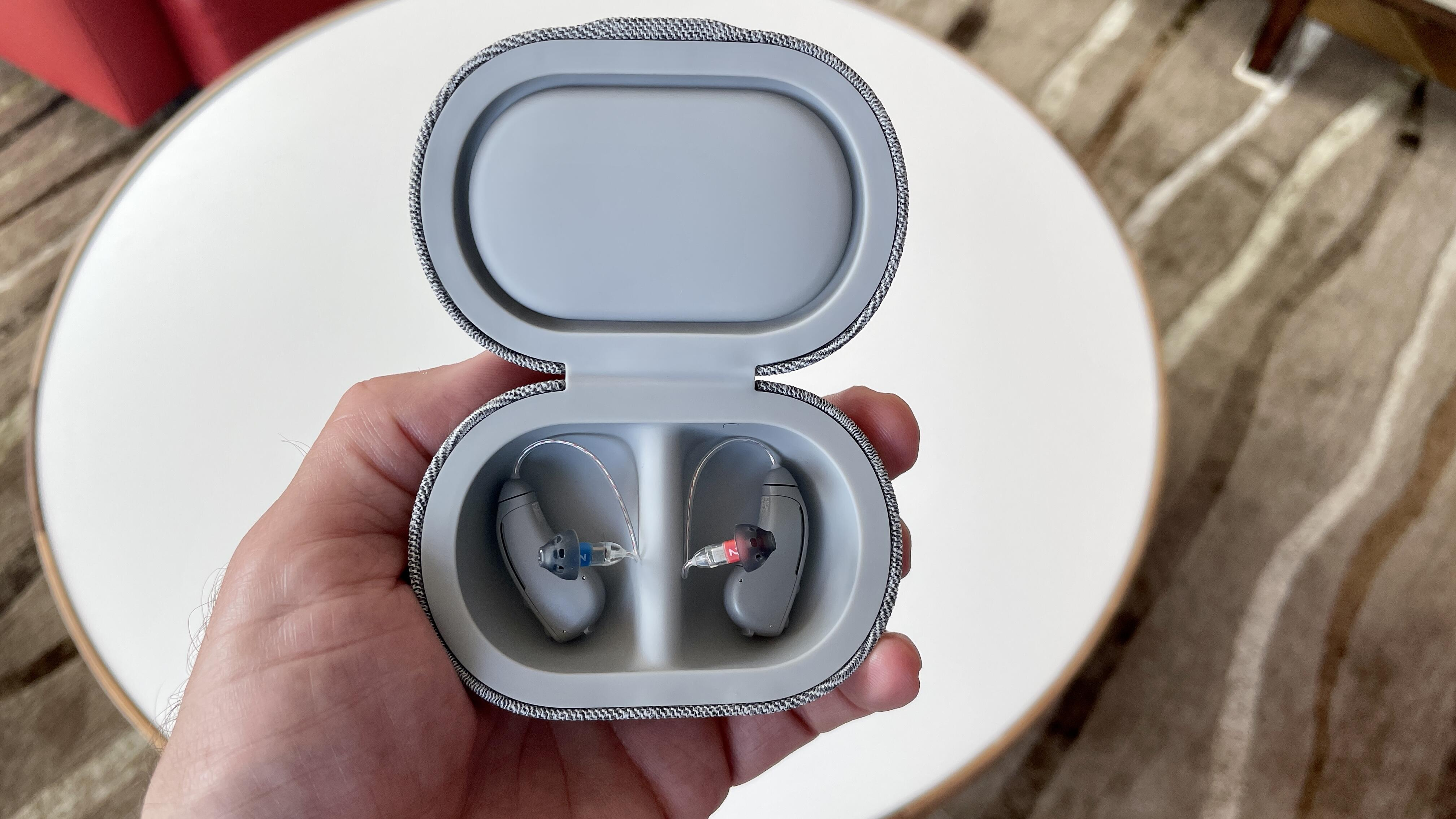 bose-soundcontrol-hearing-aids-in-case
