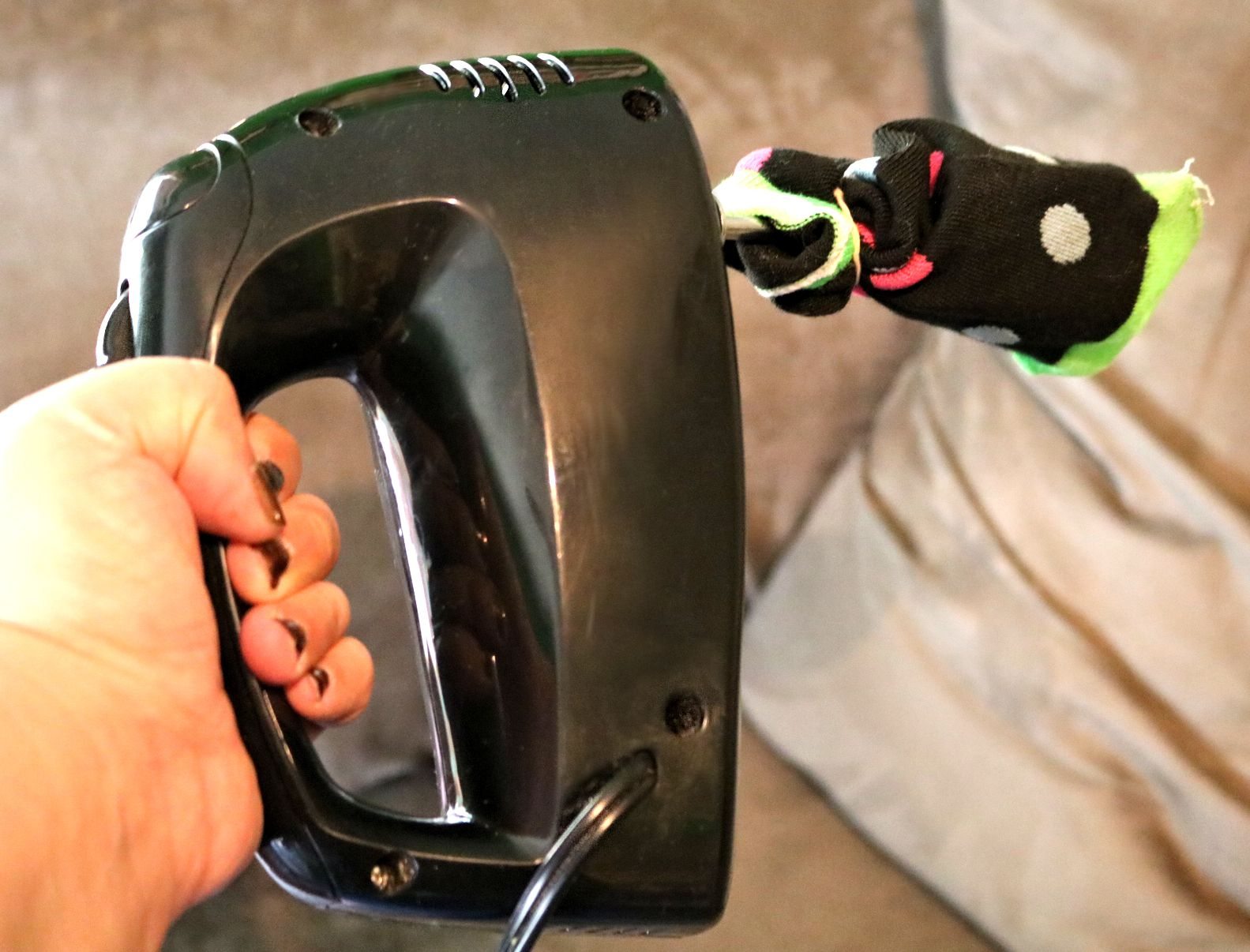 Remove pet hair with a hand mixer