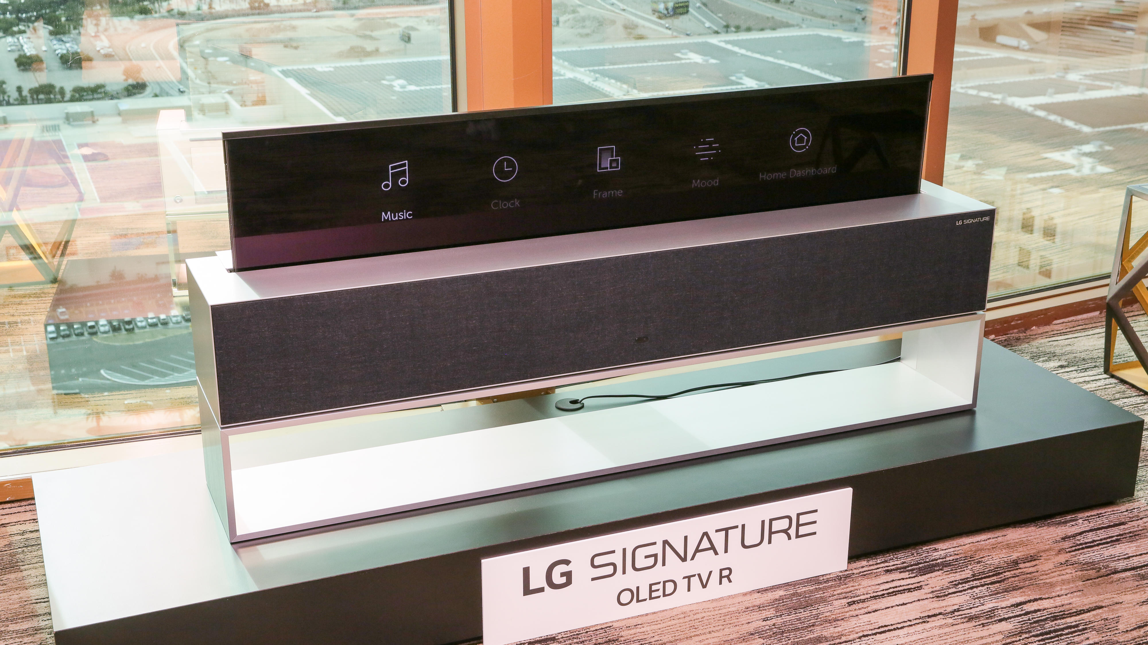 lg-rollable-oled-tv-27