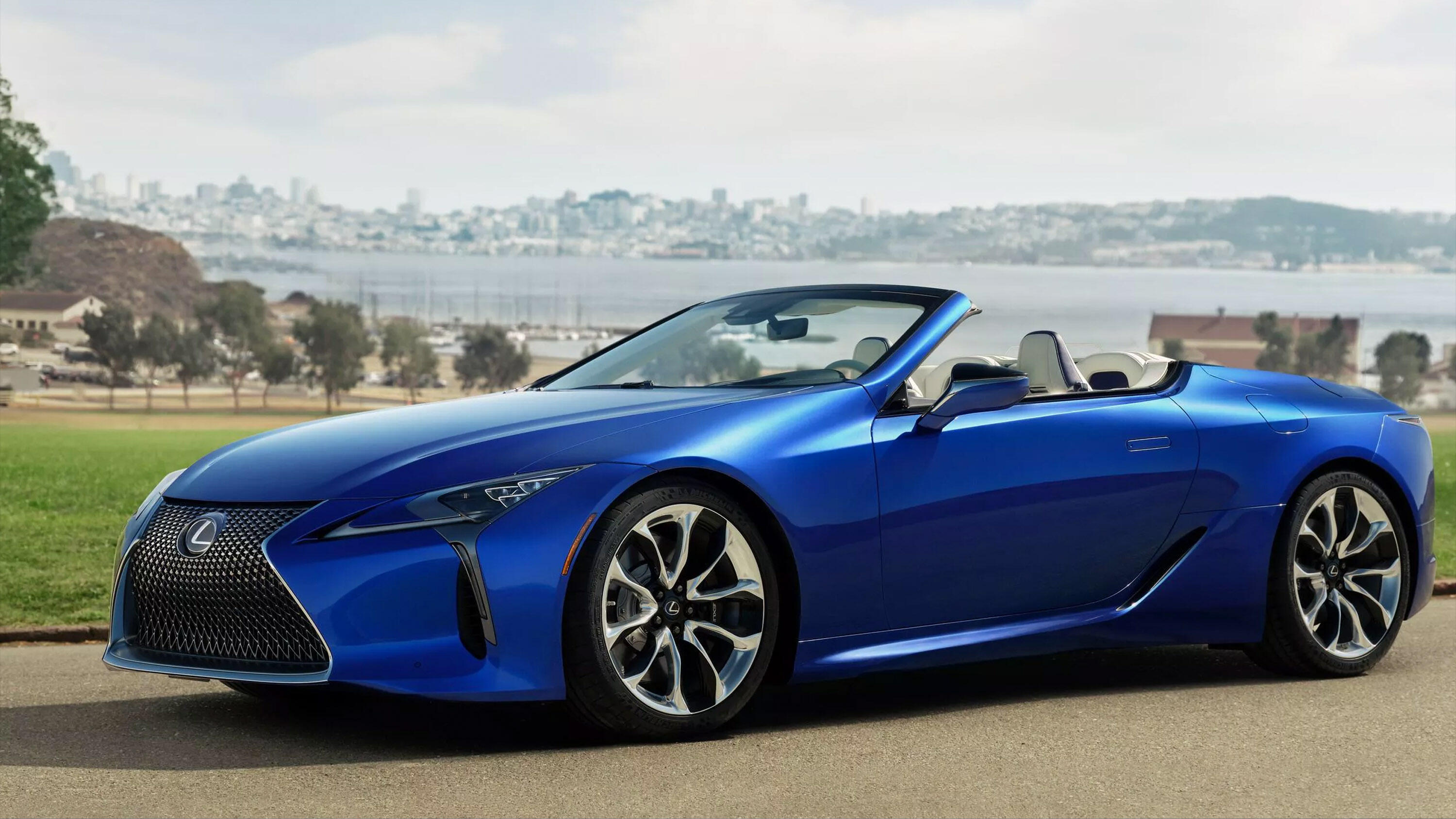 Video: 2021 Lexus LC 500 Convertible: Less roof, more gorgeous
