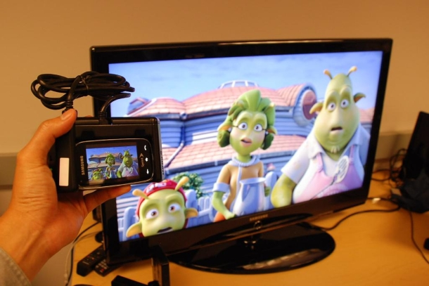 A demo of how you can play 3D games from a smartphone on a big-screen TV, wirelessly and with no lag, thanks to WHDI.