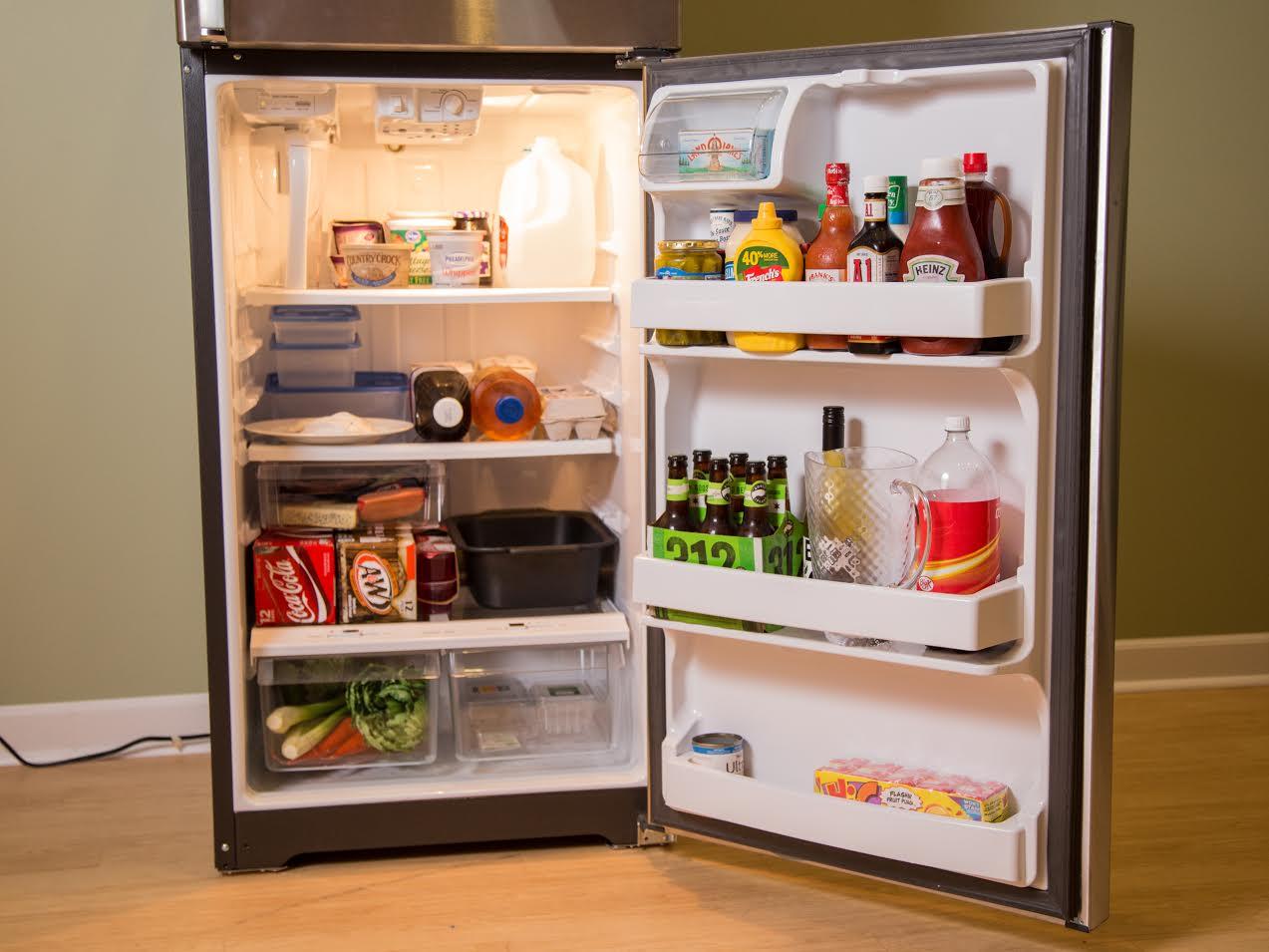 ge-gas18psjss-autofill-pitcher-top-freezer-storage.jpg