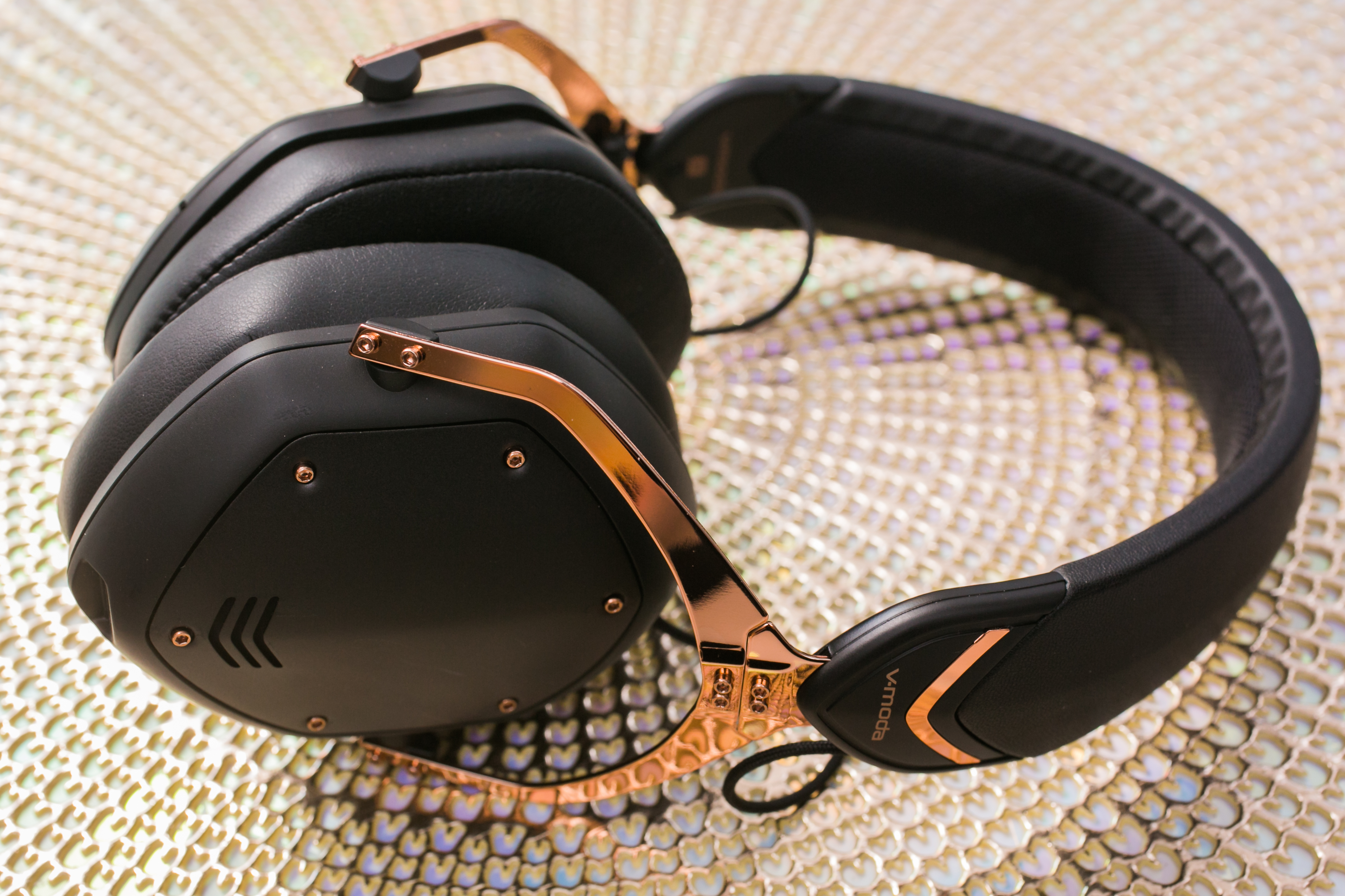 v-moda-crossfade-wireless-2-headphones-08.jpg